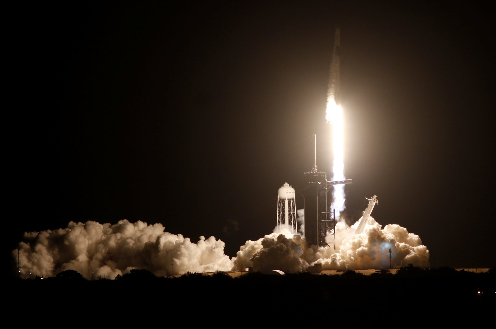 A SpaceX Falcon 9 rocket, with the Crew Dragon capsule, is launched carrying four astronauts on the first operational NASA commercial crew mission at Kennedy Space Center in Cape Canaveral, Florida, U.S. Nov. 15, 2020. (Reuters Photo)