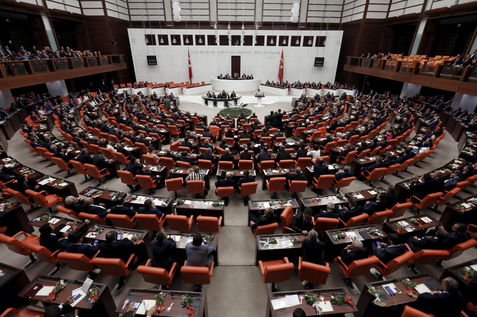Parliamentarians attend a swearing-in ceremony at the Turkish parliament in the capital Ankara, Turkey, June  23, 2015. (REUTERS Photo)