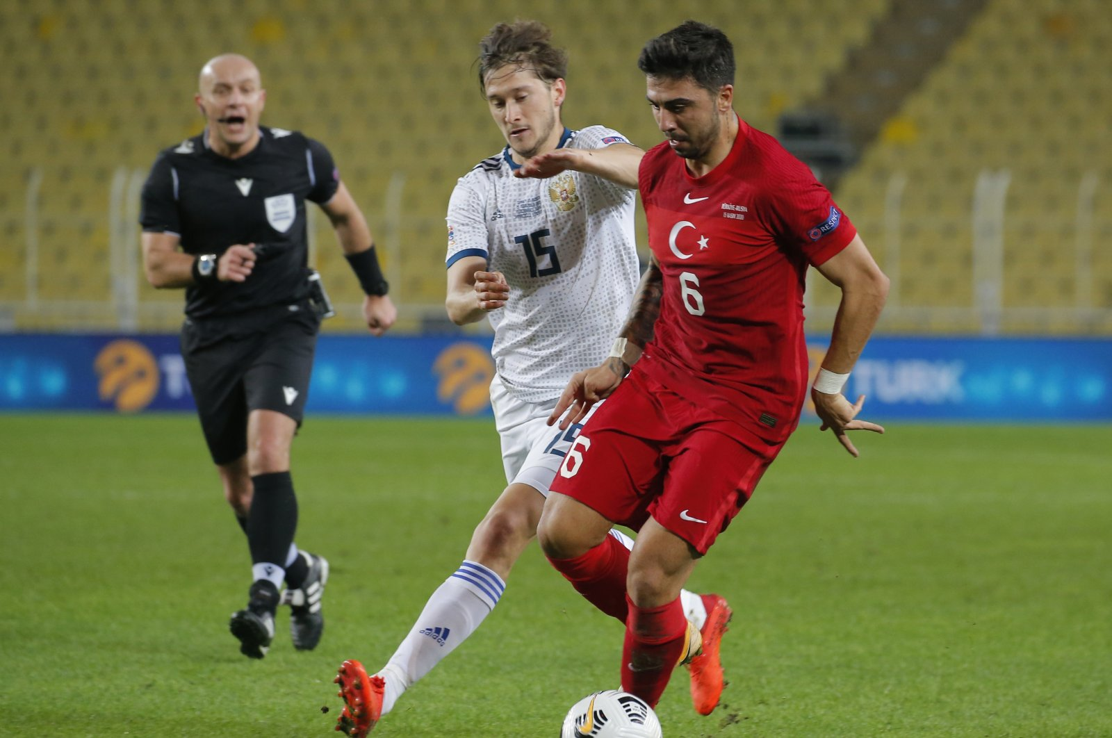 Turkey's Ozan Tufan (R) controls the ball in front of Russia's Aleksei Miranchunk during a UEFA Nations League match in Istanbul, Turkey, Nov. 15, 2020. (AP Photo)