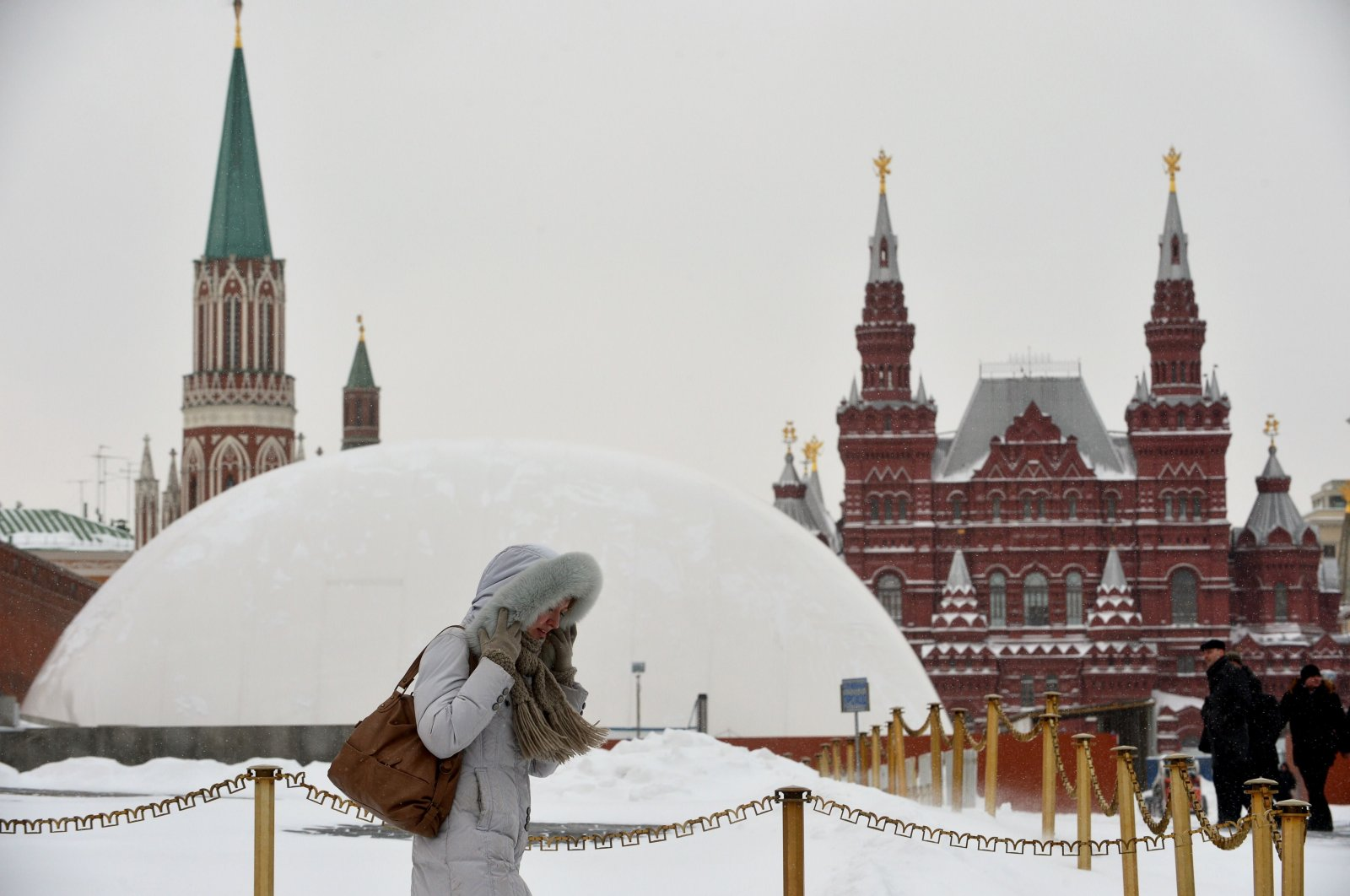 A woman walks in front of a huge temporary dome covering the mausoleum of Soviet state founder Vladimir Lenin at the Red Square in Moscow, on March 25, 2013. (AFP Photo)