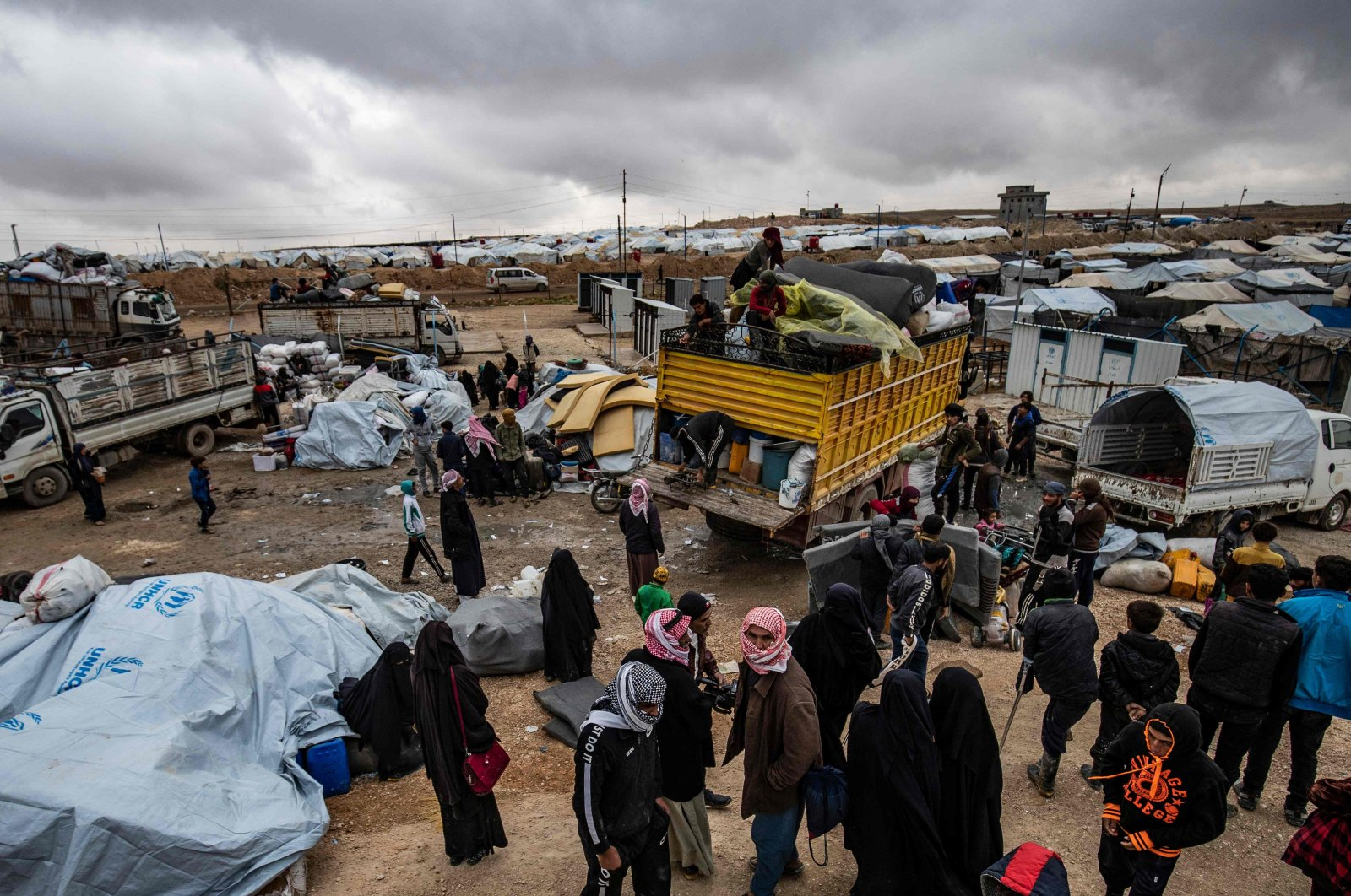 Syrians load their belongings onto trucks as they prepare to leave the YPG-run al-Hol camp, which holds relatives of alleged Daesh fighters, in the al-Hasakeh governorate of northeastern Syria, Nov. 16, 2020. (AFP Photo)