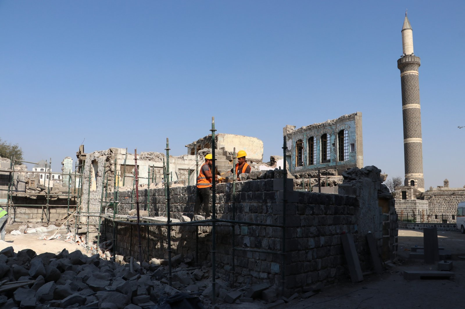 Workers restore a house, one of the 347 buildings damaged in the PKK terror campaign back in 2015 and 2016, in the Sur district, in Diyarbak›r, southeastern Turkey, Oct. 21, 2020. (AA Photo)