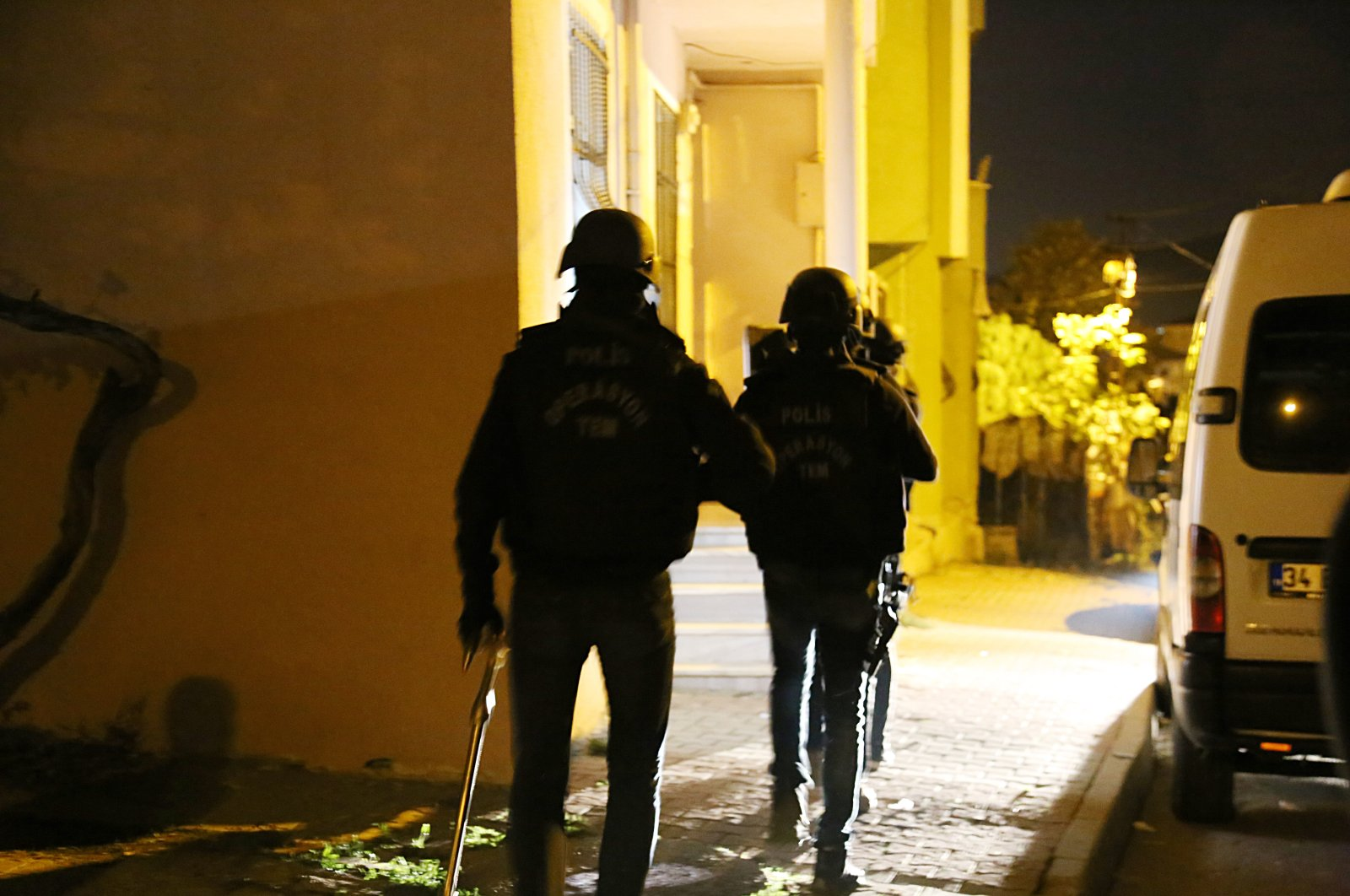 Police carry out dawn raids targeting the PKK terrorist group in Istanbul, Turkey, Nov. 18, 2020. (AA Photo)