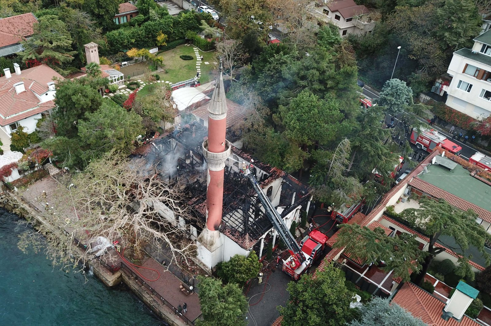Vaniköy Mosque in Istanbul's Üsküdar district seen after the fire, Nov. 15, 2020. (DHA Photo)