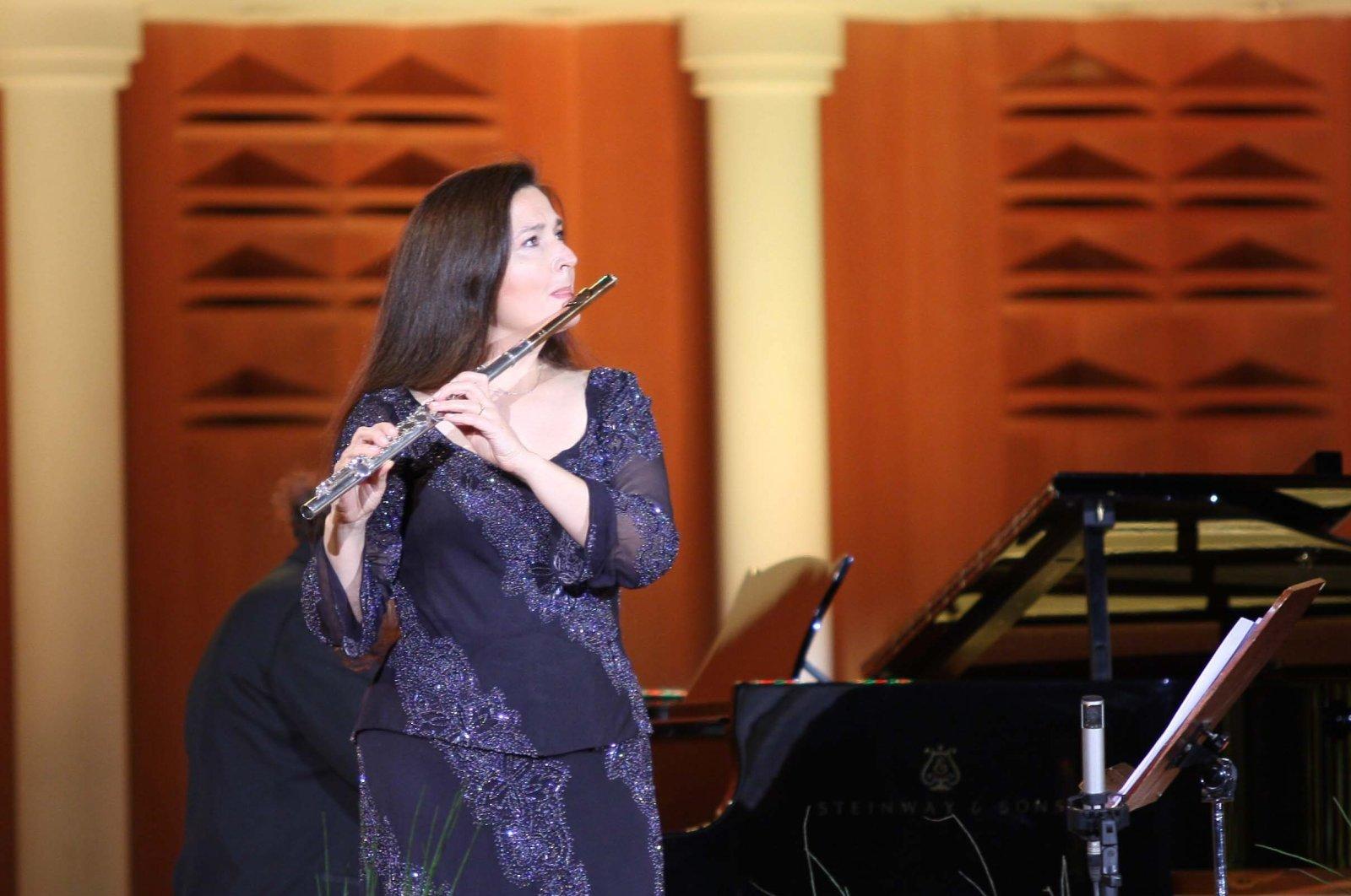 Şefika Kutluer performs at the celebration of 15th anniversary of International Organization of Turkic Culture (TÜRKSOY) in Ankara, Oct. 17, 2009. (Photo by Ali Ekeyılmaz)