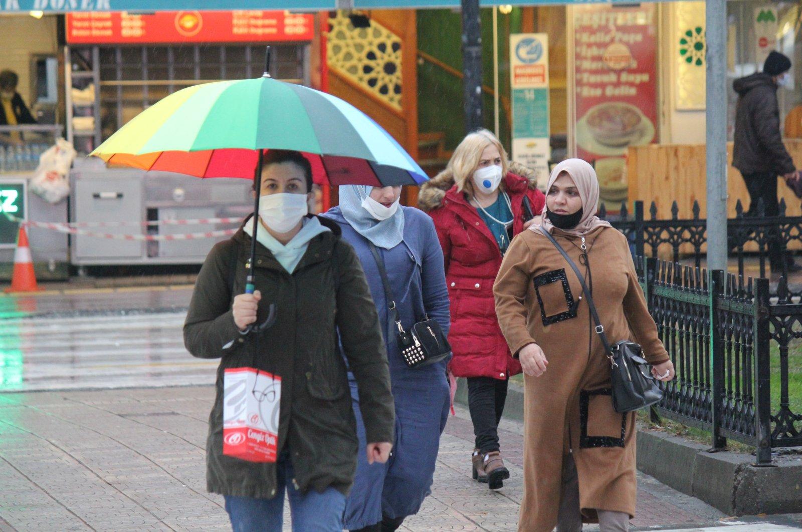 People take a walk in northern Samsun province's İlkadım district on Nov. 18, 2020. (IHA Photo)