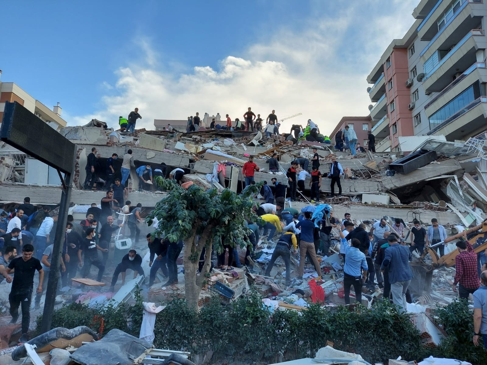 Locals and officials search for survivors in a collapsed building after a strong earthquake struck the Aegean Sea, which was felt in both Greece and Turkey, Izmir, western Turkey, Oct. 30, 2020. (Reuters Photo)