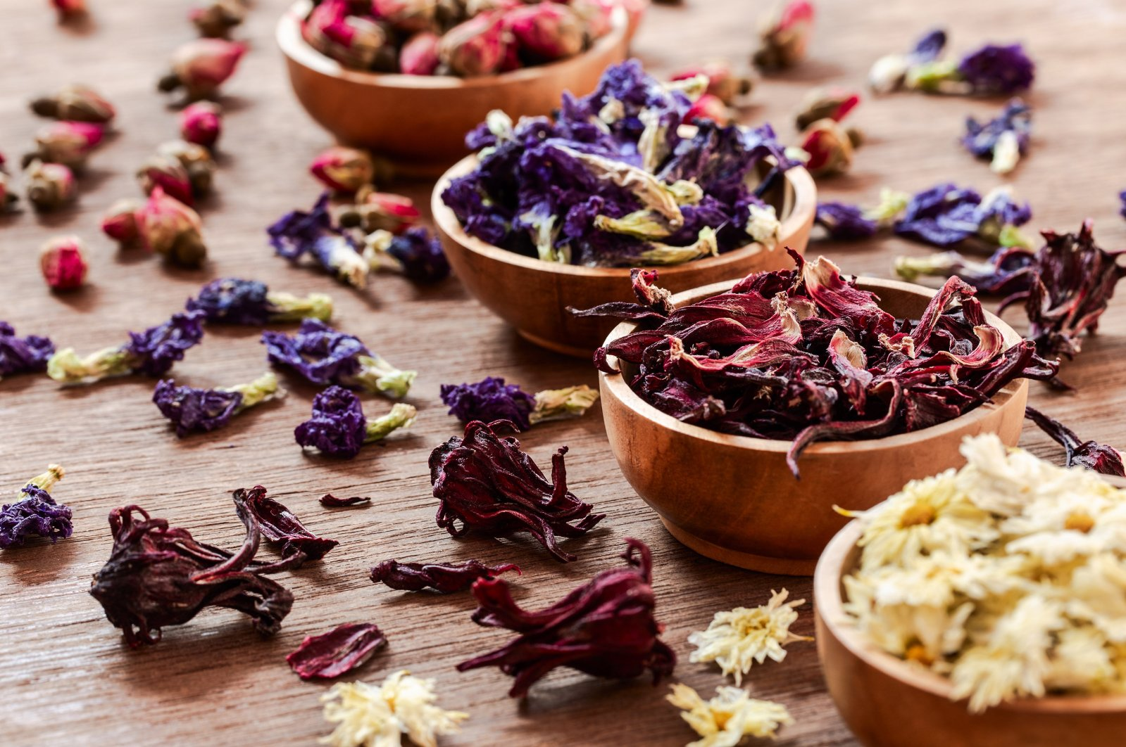 There are many dried herbs and flowers Turks use to consume as health-boosting teas. (Shutterstock Photo)