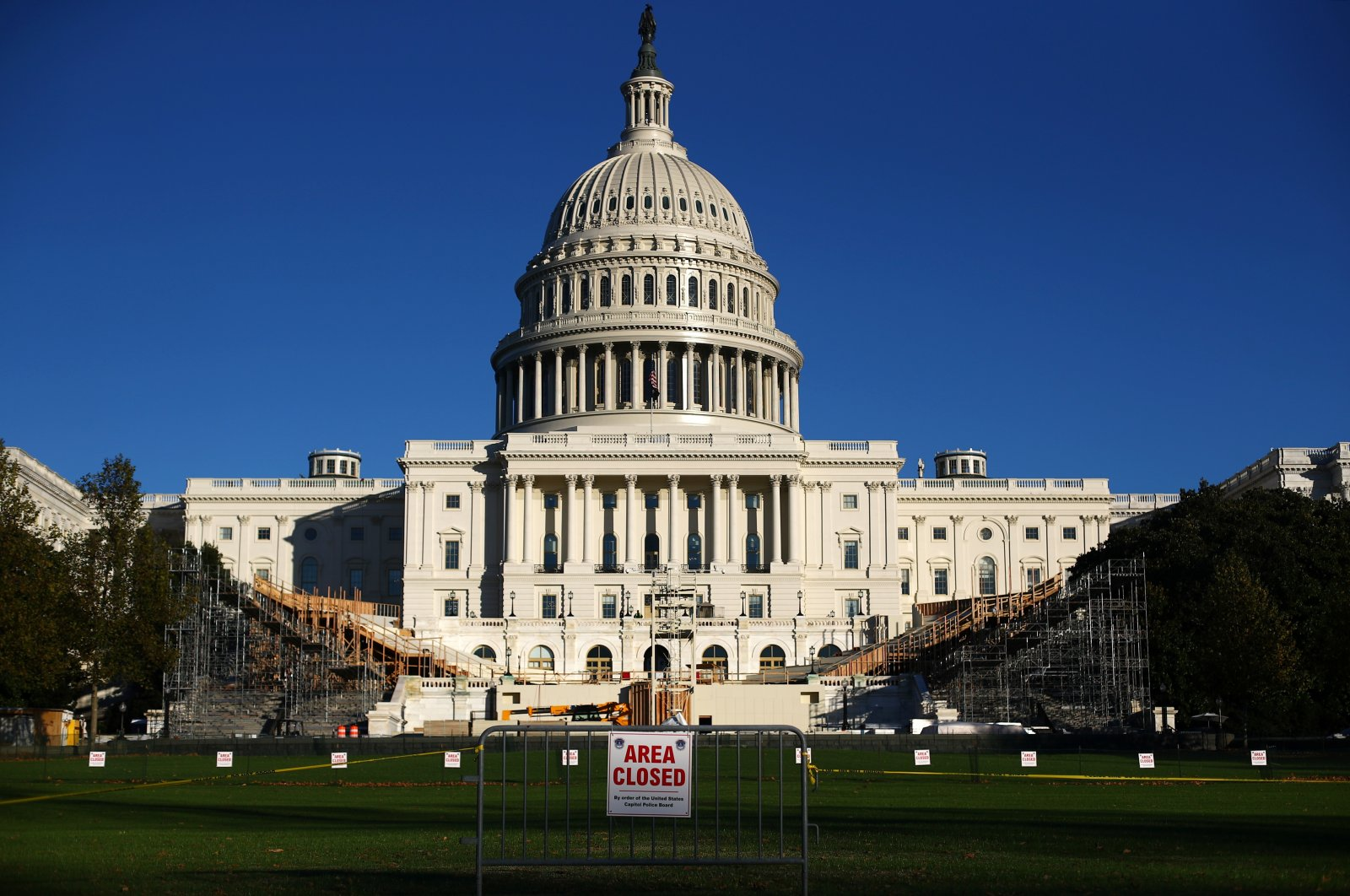 The inaugural platform is seen under construction in front of the U.S. Capitol building in Washington, U.S. Nov.16, 2020. (Reuters Photo)