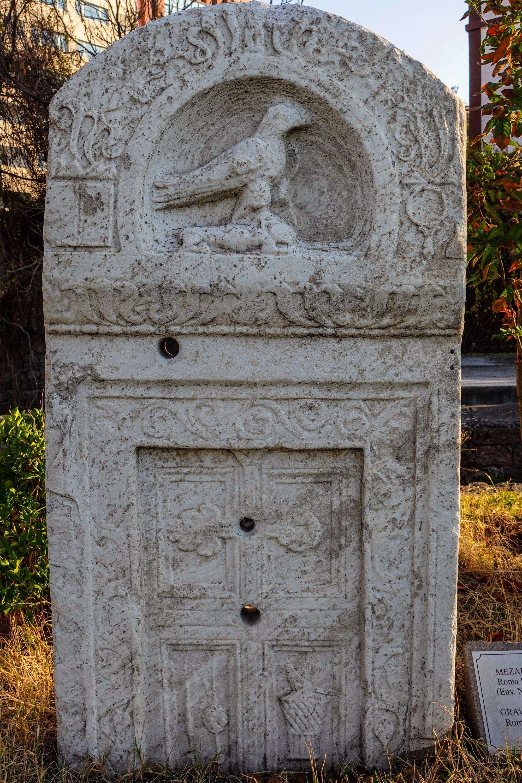 Une stèle grave au bain romain.  (Photo par Argun Konuk)