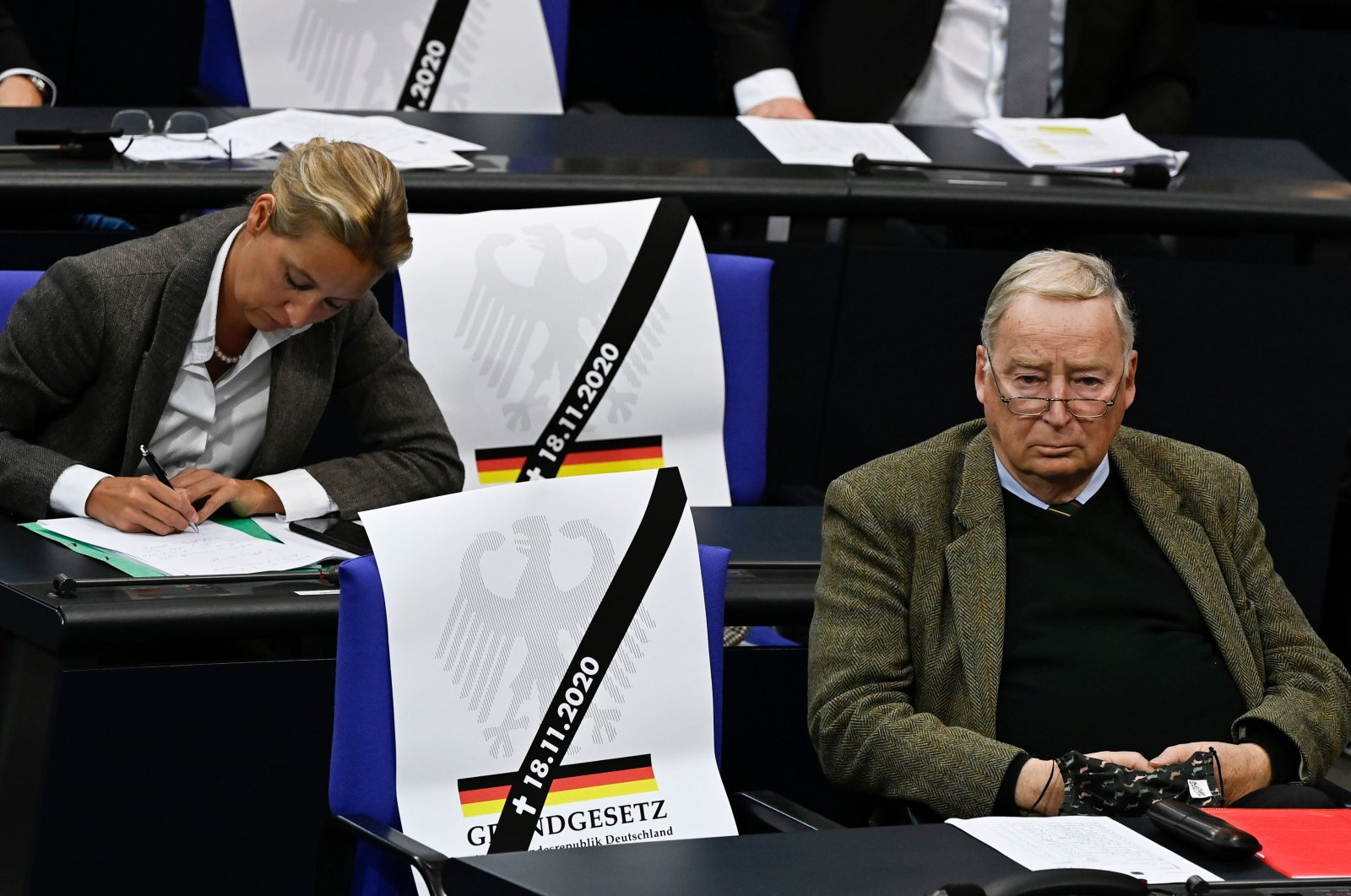 """Alexander Gauland of the Alternative for Germany (AfD) far-right party sits next to a sign reading """"Constitution"""" during a session at the Bundestag (lower house of parliament), Berlin, Nov. 18, 2020. (AFP Photo)"""