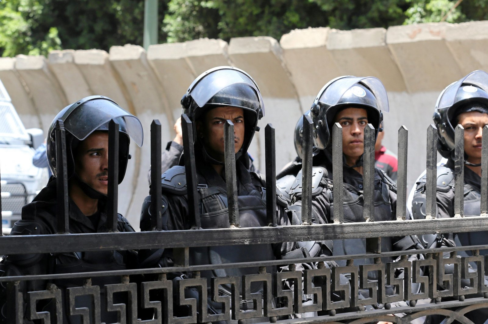 Riot police stand in front of parliament as high school students take part in a protest against the cancellation and postponement of exams after a series of exam leaks, in Cairo, Egypt, June 27, 2016. (Reuters Photo)