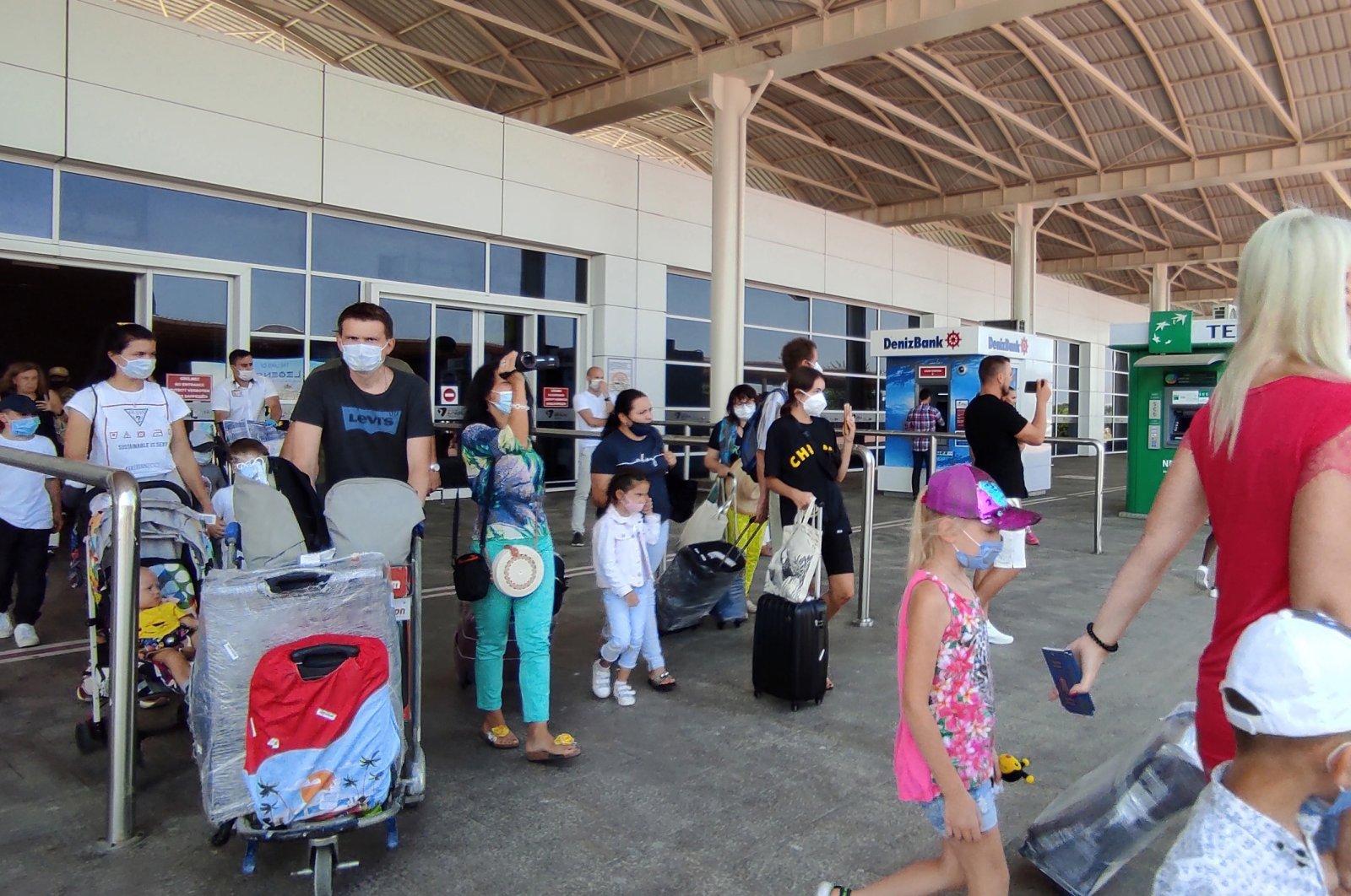 Tourists arrive at Antalya Airport, Antalya, Turkey, Nov. 17, 2020. (DHA Photo)