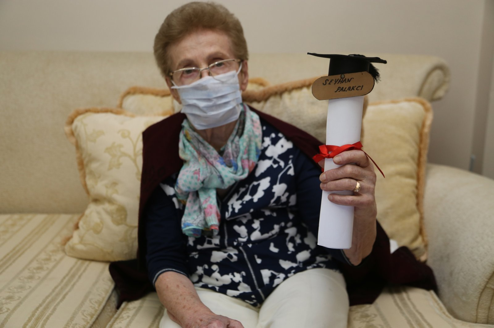 Seyhan Palakcı shows her diploma at her home, in Ordu, northern Turkey, Nov. 20, 2020. (AA Photo)