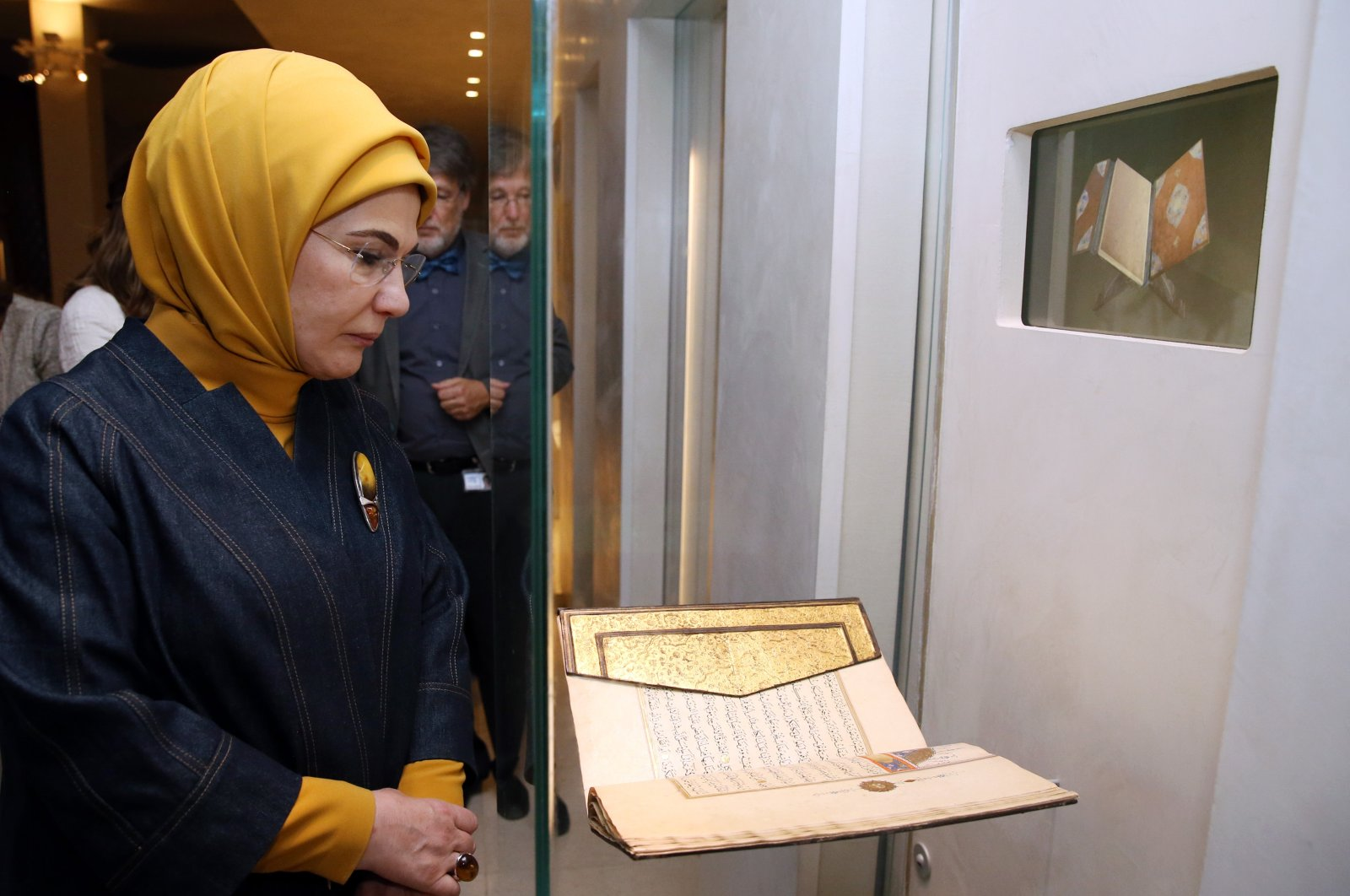 First lady Emine Erdoğan visits the Les Robes De Borchgrave Islamic Art Exhibition at the Cinquantenaire Museum in Brussels, Belgium, May 25, 2017. (AA Photo)