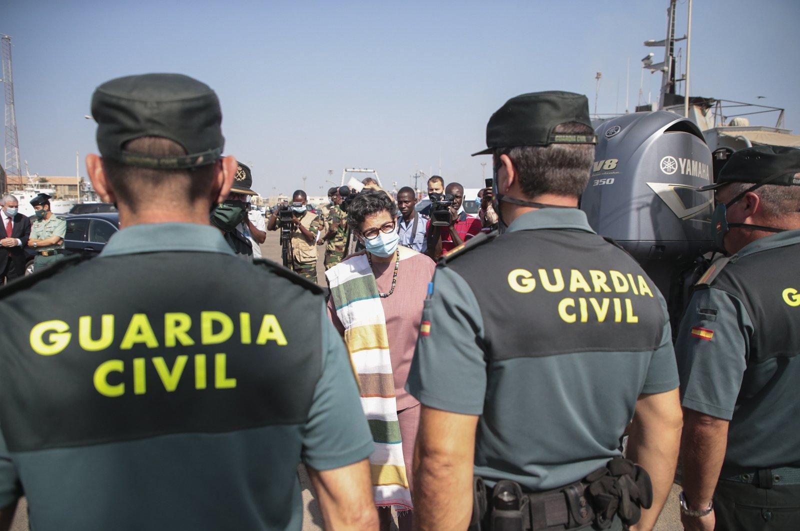 Spanish Foreign Minister Arancha Gonzalez Laya (C) visits the Spanish Civil Guard at the Port of Dakar, Senegal, Nov. 22, 2020. (EPA Photo)