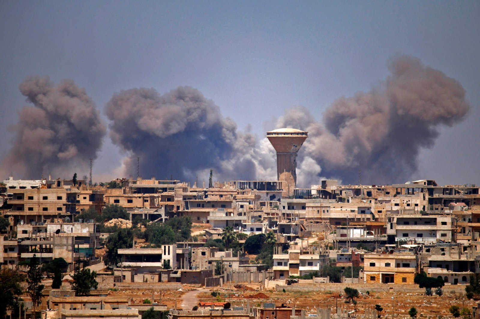 Smoke rises above opposition-held areas of the city of Daraa during airstrikes by the Syrian regime forces, July 5, 2018. (AFP Photo)
