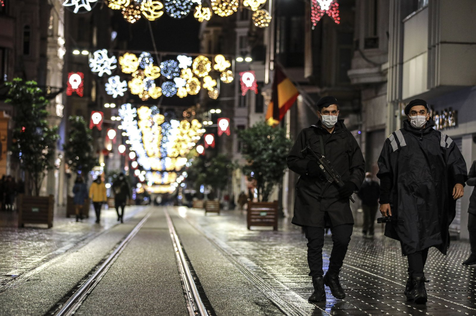 Police officers patrol Istiklal Street, one of the main shopping streets in Istanbul, minutes into the partial lockdown, part of the new measures to try curb the spread of the coronavirus, Nov. 21, 2020. (AP Photo)