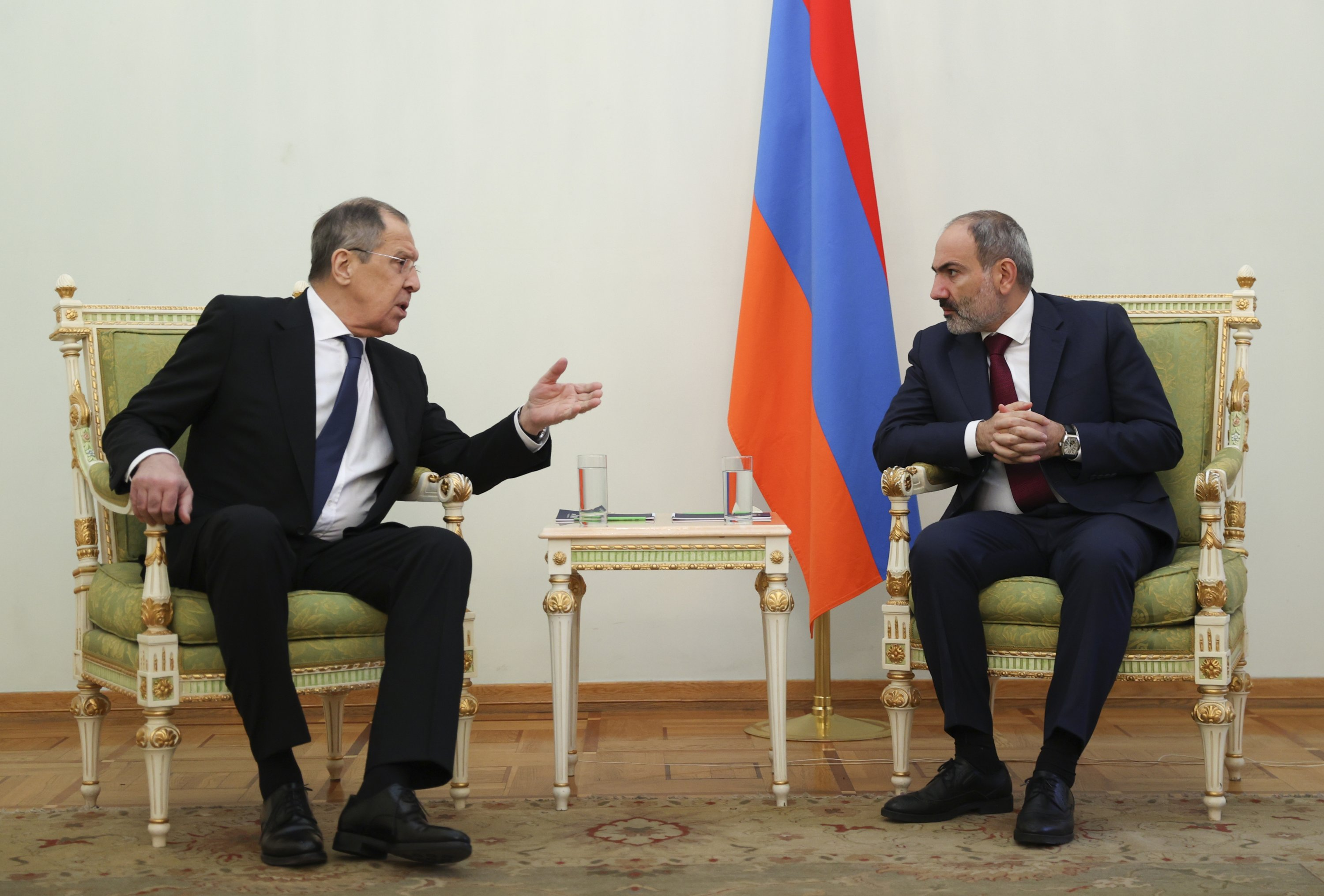 Russian Foreign Minister Sergey Lavrov (L) gestures while speaking to Armenia's Prime Minister Nikol Pashinian during their meeting in Yerevan, Armenia, Nov. 21, 2020. (AP)