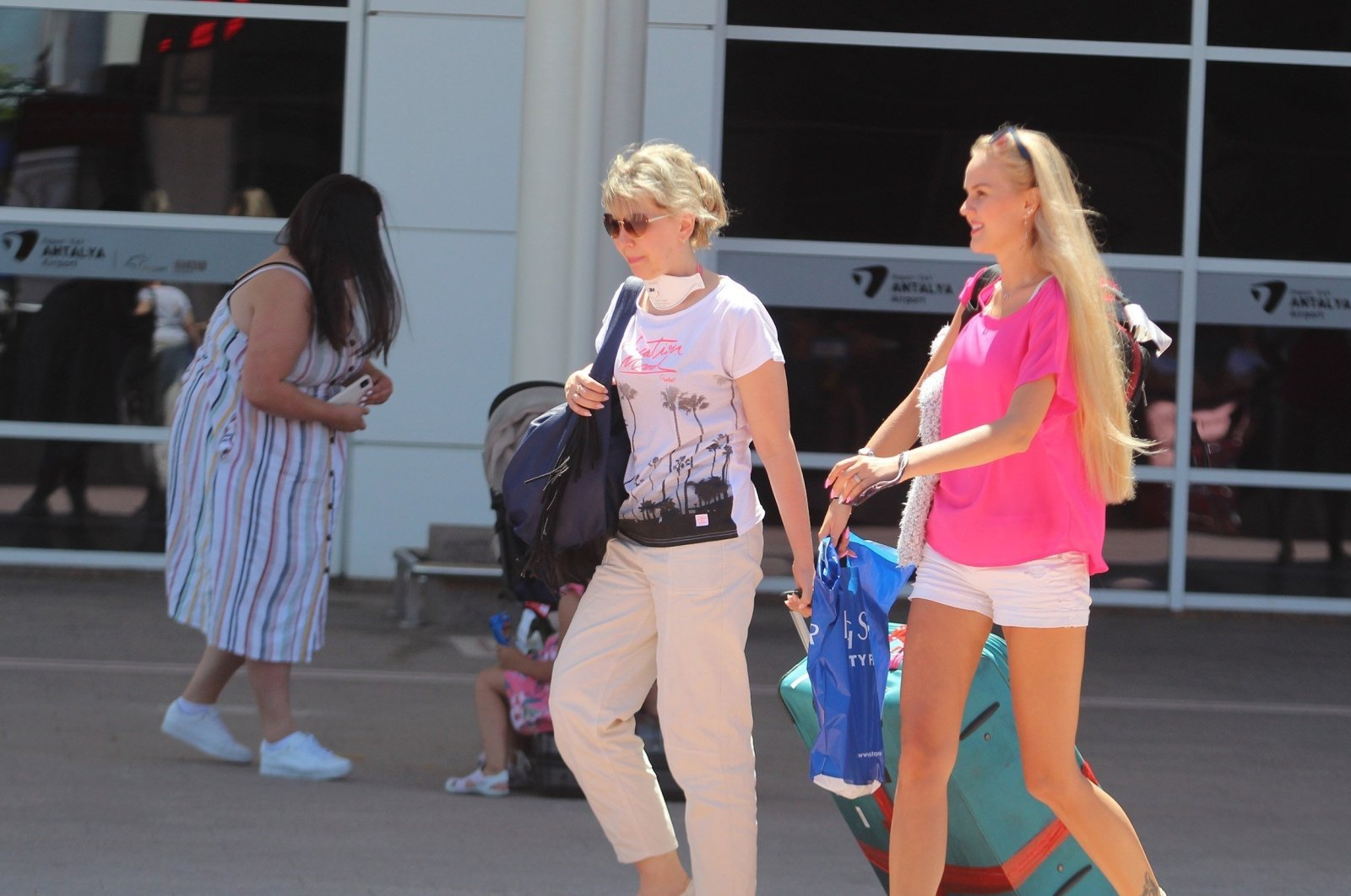 Tourists arrive at Antalya Airport in Antalya, southern Turkey, Sept. 17, 2020. (IHA Photo)
