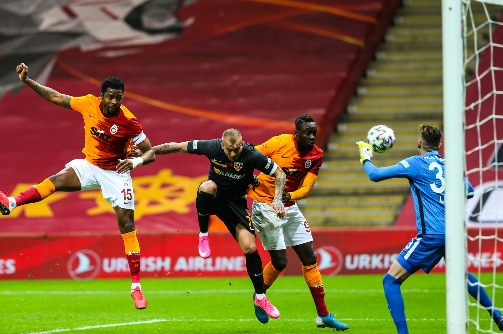 Galatasaray's Mbaye Diagne (C-R) in challenge with Kayserispor goalie Silviu Lung during the match at the Lions' home pitch Turk Telekom Stadium in Istanbul, Nov. 23, 2020 (AA Photo)