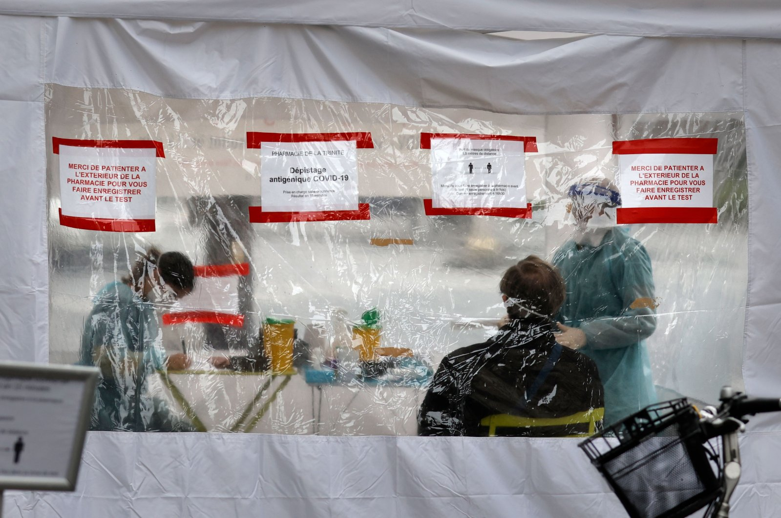 Health workers conduct antigen rapid tests for COVID-19 at a screening test facility, Paris, France, Nov. 23, 2020. (AFP Photo)