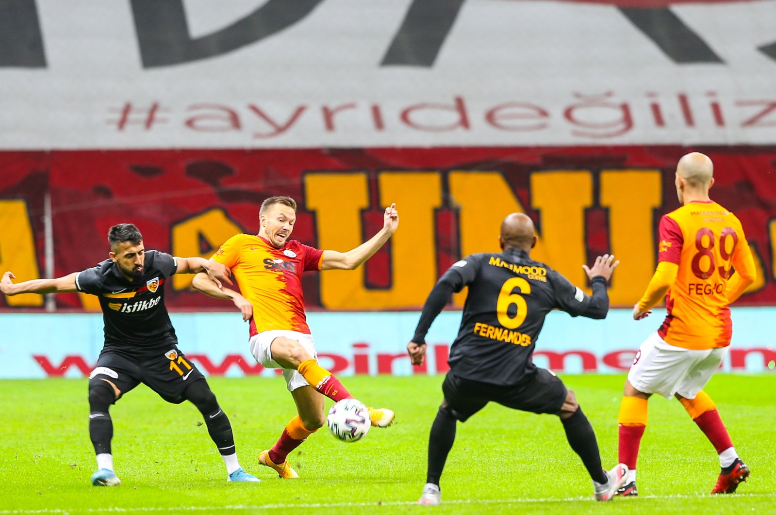 Muğdat Çelik (L) in action against Galatasaray's Martin Linnes (2nd L) during the match in Istanbul, Turkey, Nov. 24, 2020. (AA Photo)