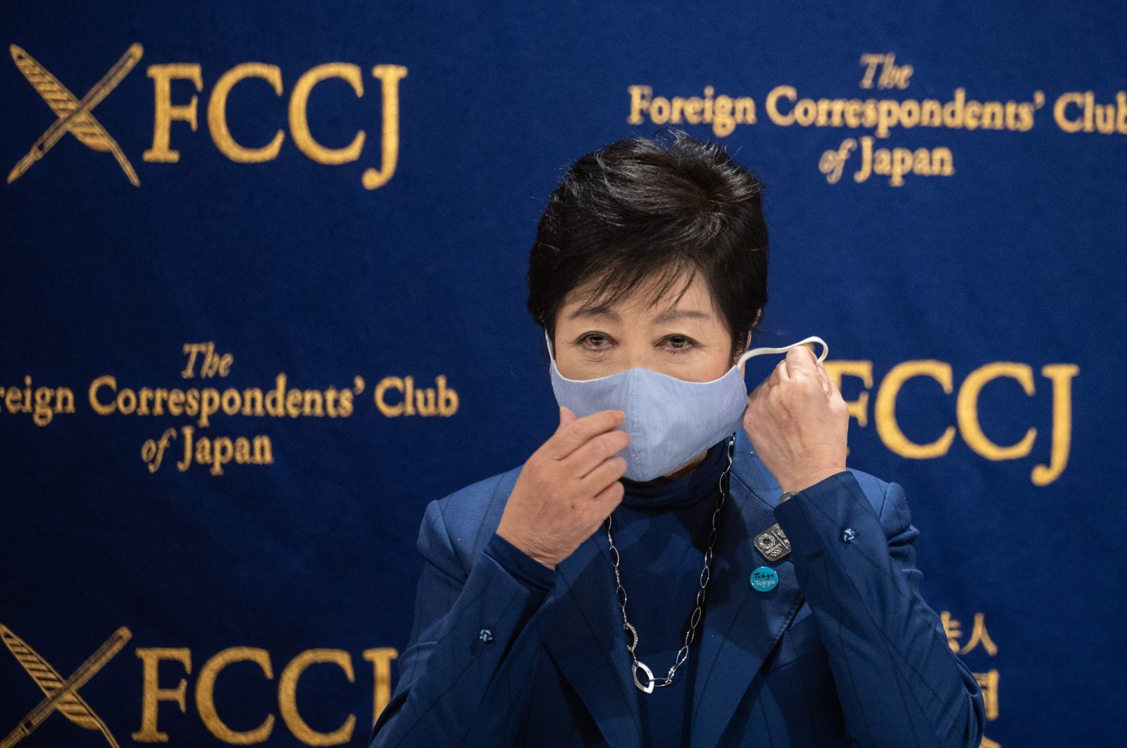 Tokyo Governor Yuriko Koike takes off her mask during a press conference, in Tokyo, Japan, Nov. 24, 2020. (AFP Photo)