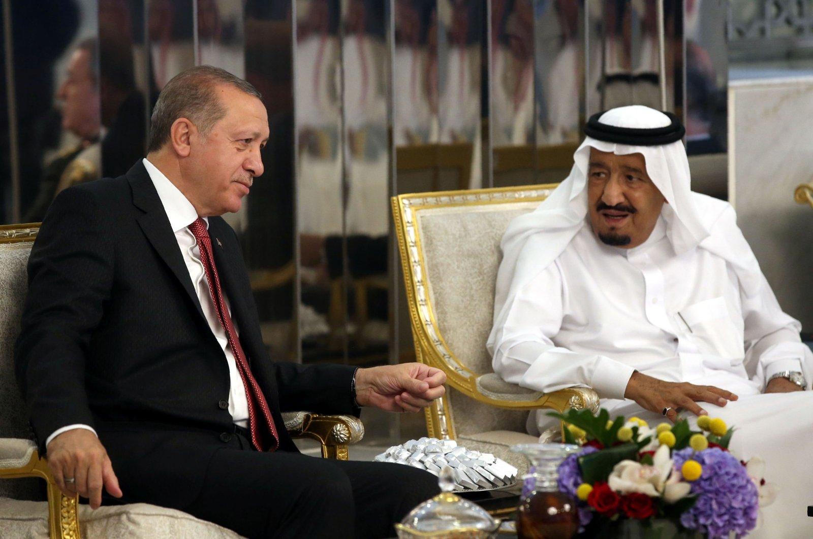 President Recep Tayyip Erdoğan and Saudi Arabia's King Salman bin Abdulaziz Al Saud talk during an official meeting in Jeddah, Saudi Arabia, July 23, 2017. (AFP Photo)
