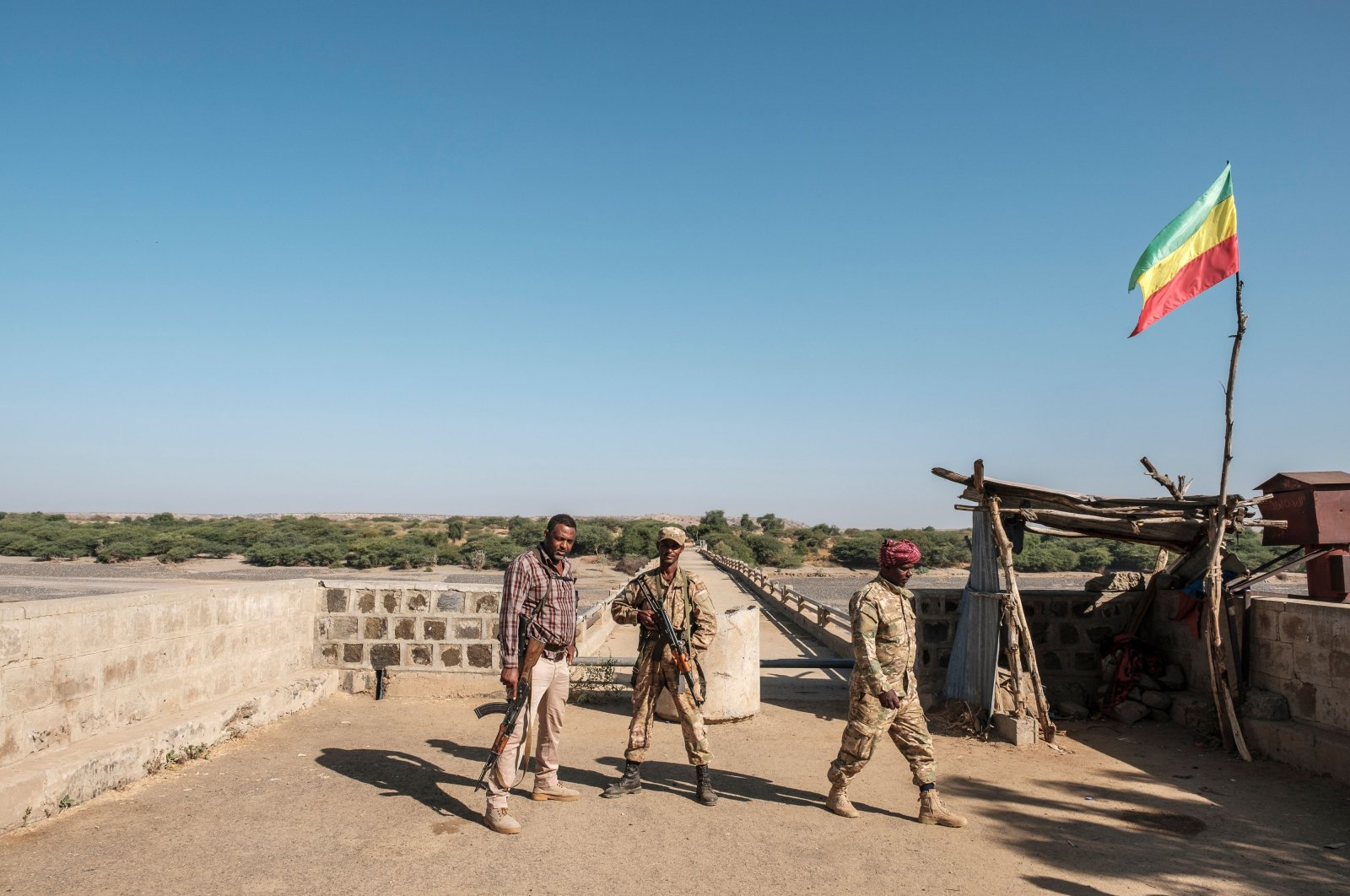 Two members of the Amhara Special Forces with a member of the Amhara militia (L) stand at the border crossing with Eritrea, Humera, Ethiopia, Nov. 22, 2020. (AFP Photo)