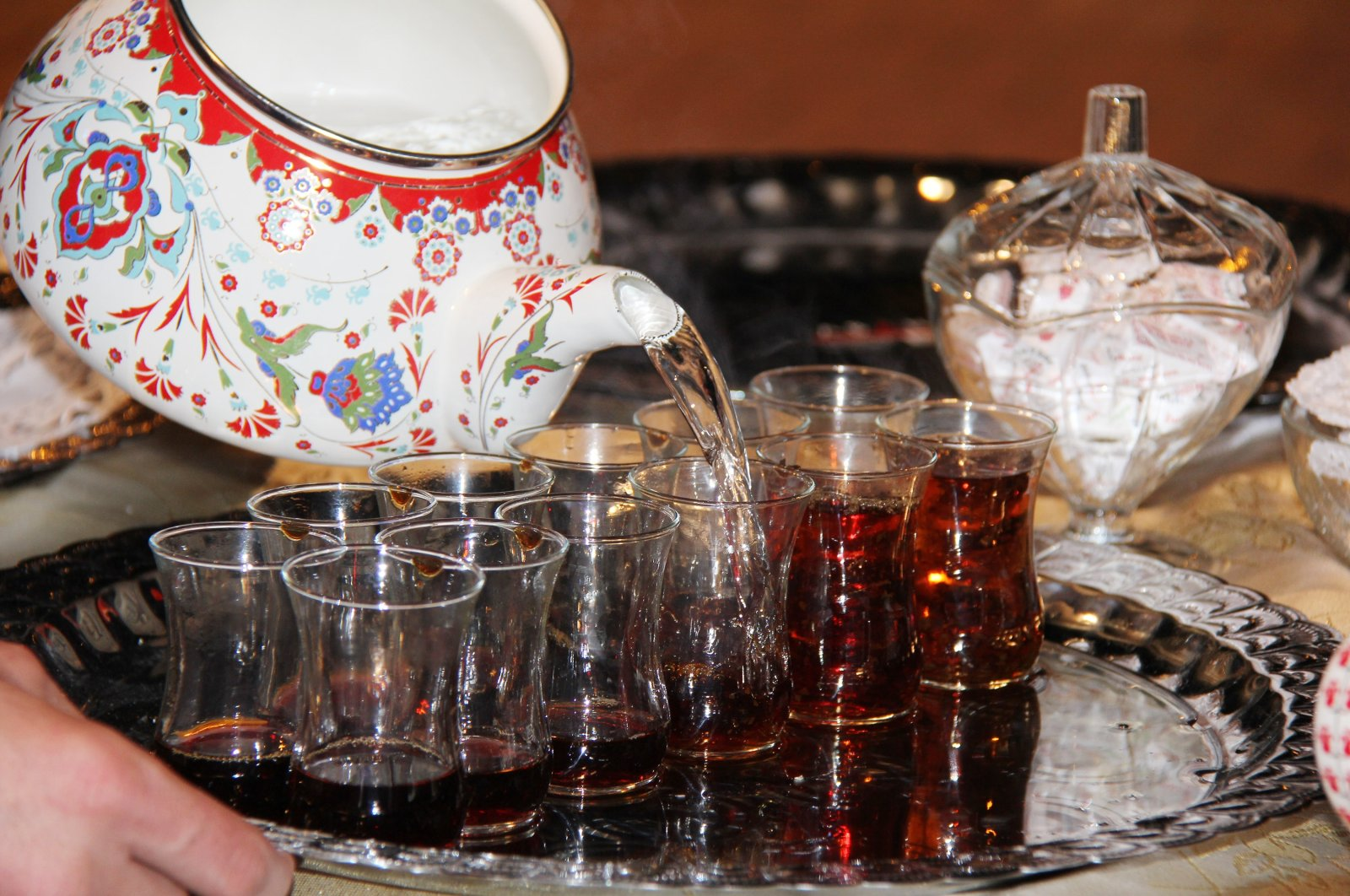 A Turkish person is said to consume an average of 1,300 cups of tea every year. (DHA Photo)