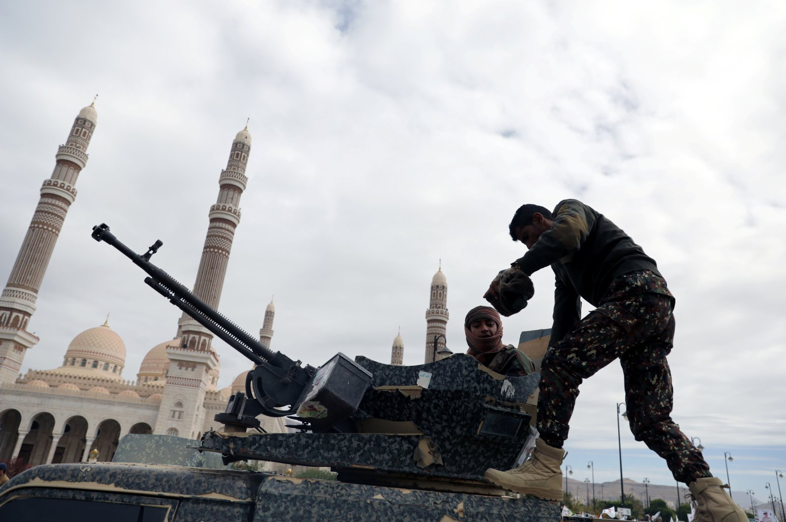 Soldiers secure the site of the funeral of Houthi fighters killed in recent fighting against forces of the internationally-recognized government, in Sanaa, Yemen, Nov. 25, 2020. (Reuters Photo)
