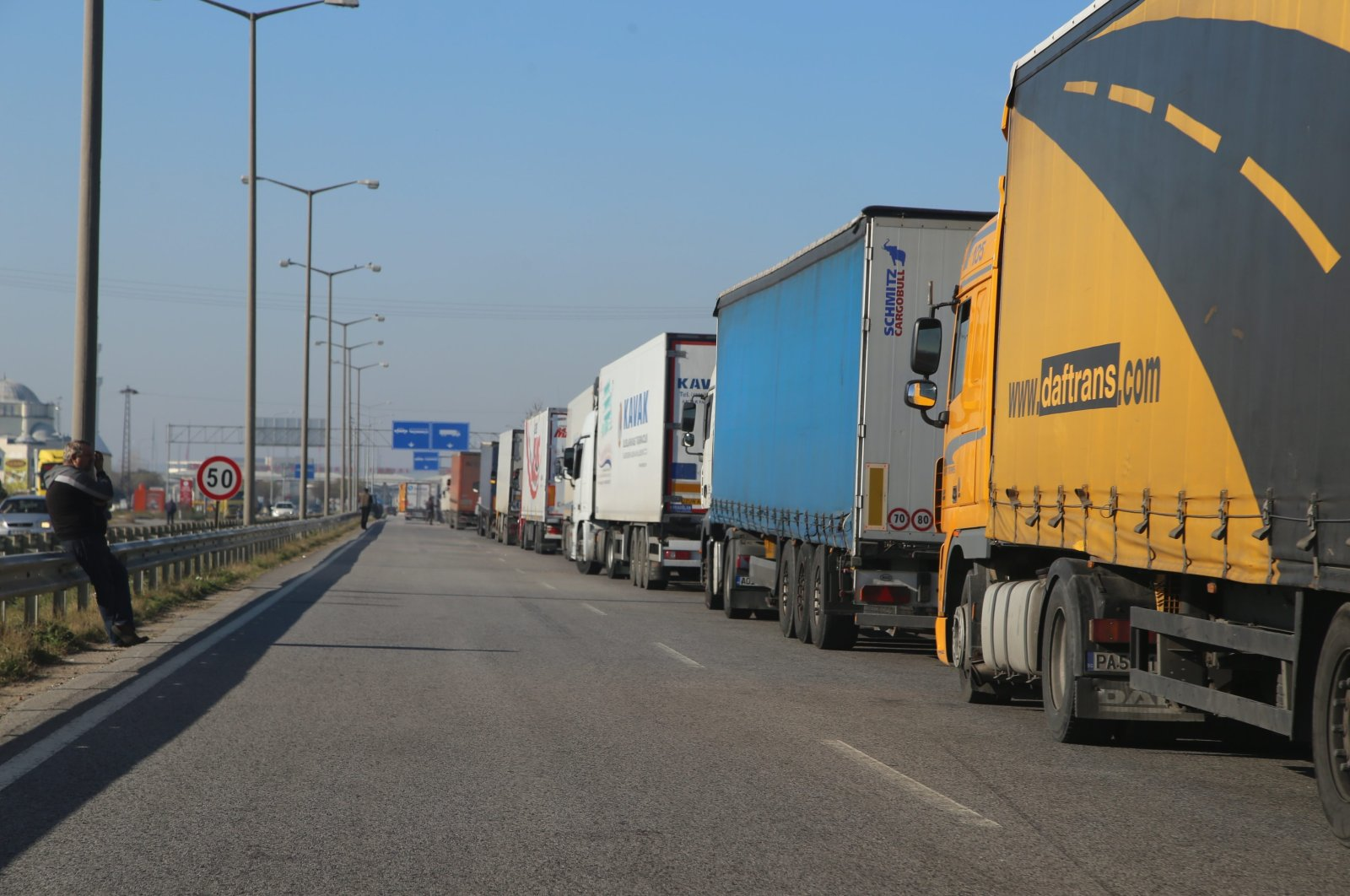 Trucks wait on the Turkish side of the country's border with Bulgaria, Dec. 14, 2015. (AA Photo)
