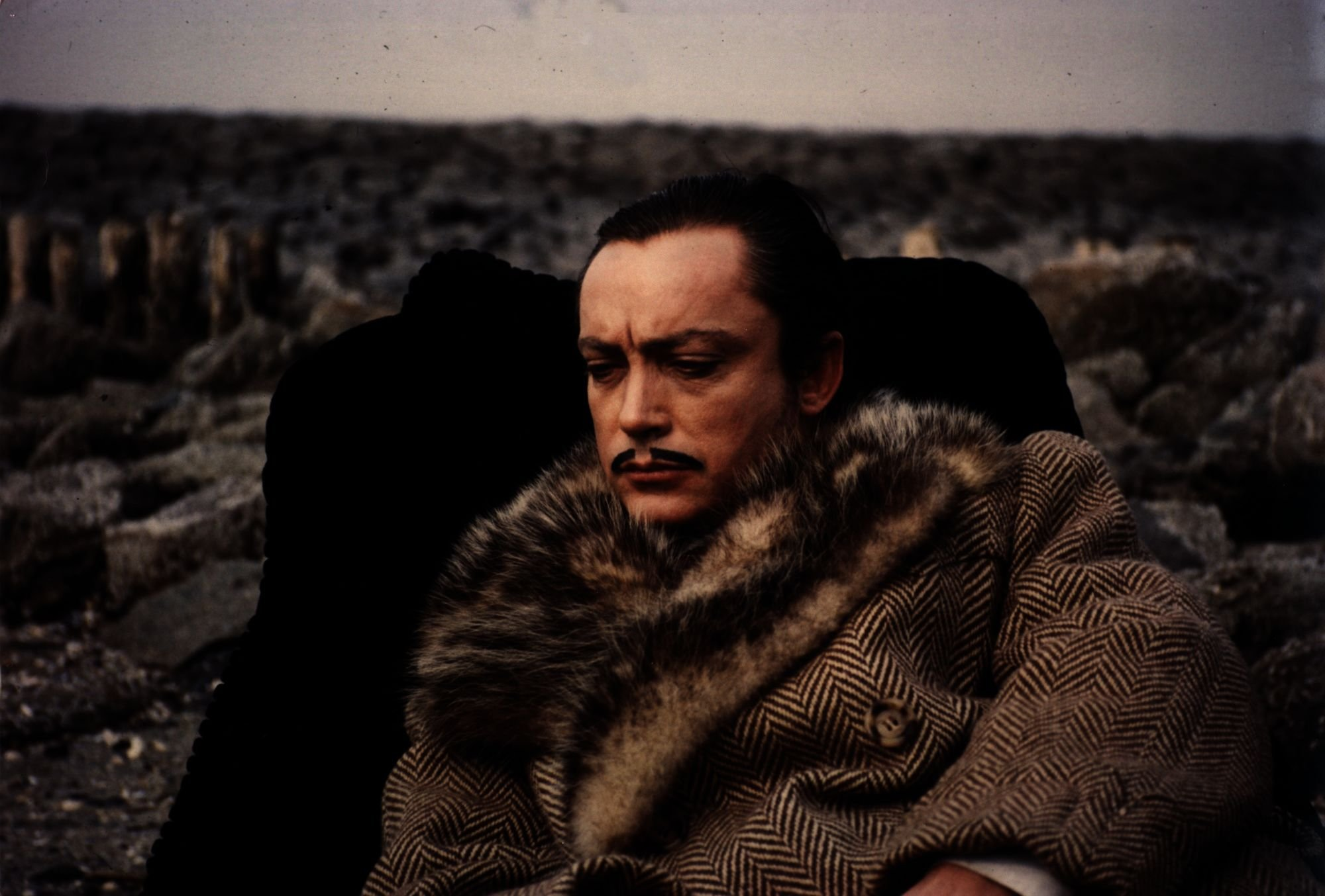"""Still shot from """"Egomania – Insel Ohne Hoffnung"""" (""""Egomania – Island Without Hope""""). (Courtesy of Istanbul Modern)"""