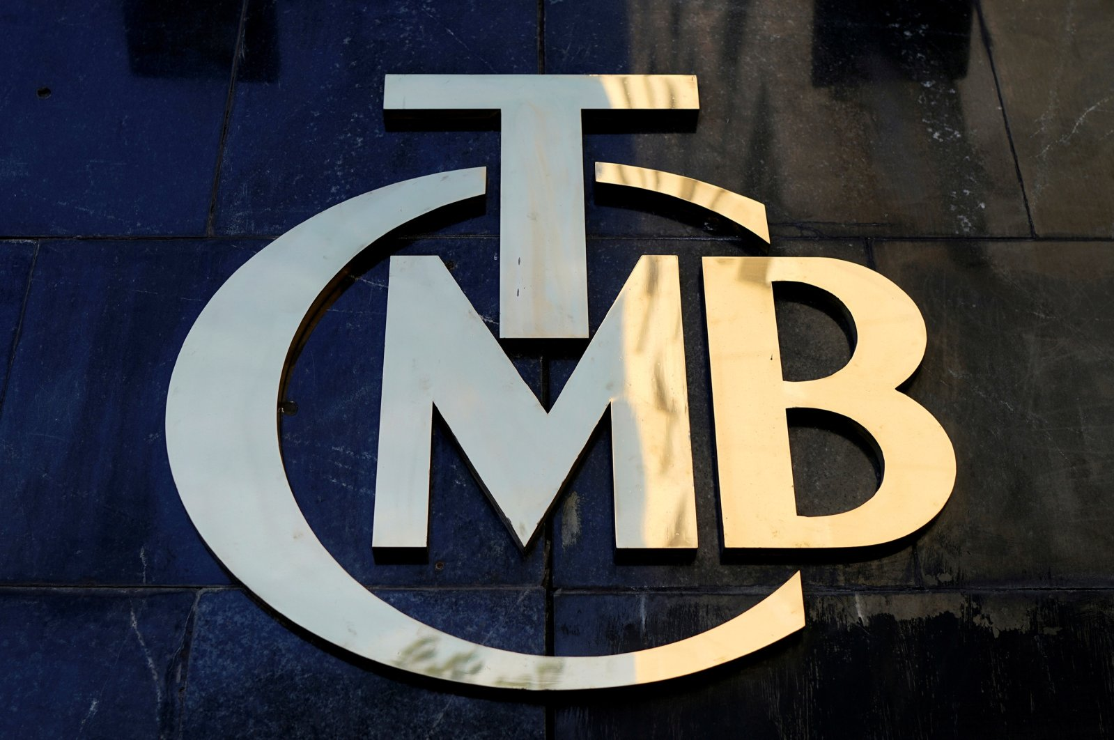 A logo of the Central Bank of the Republic of Turkey (CBRT) is displayed at the entrance of the bank's headquarters in the capital Ankara, April 19, 2015. (Reuters Photo)