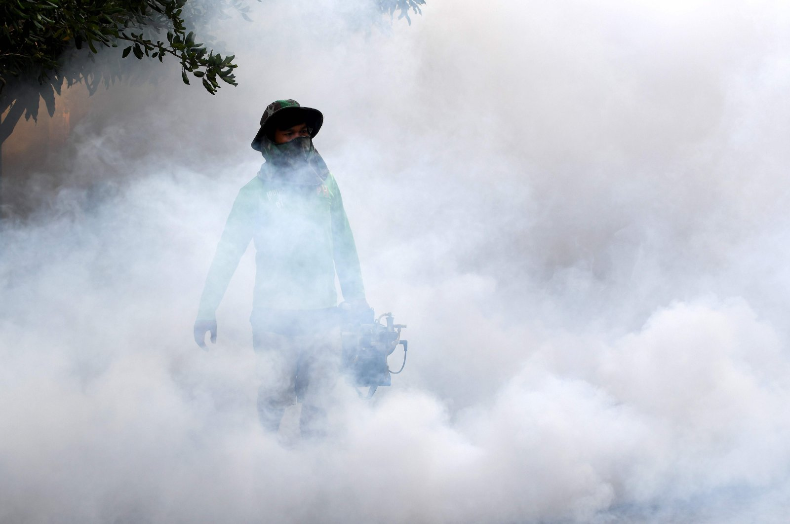 A man uses a mosquito fogging machine at a residential community in Phnom Penh, Cambodia, Nov. 19, 2020. (AFP Photo)