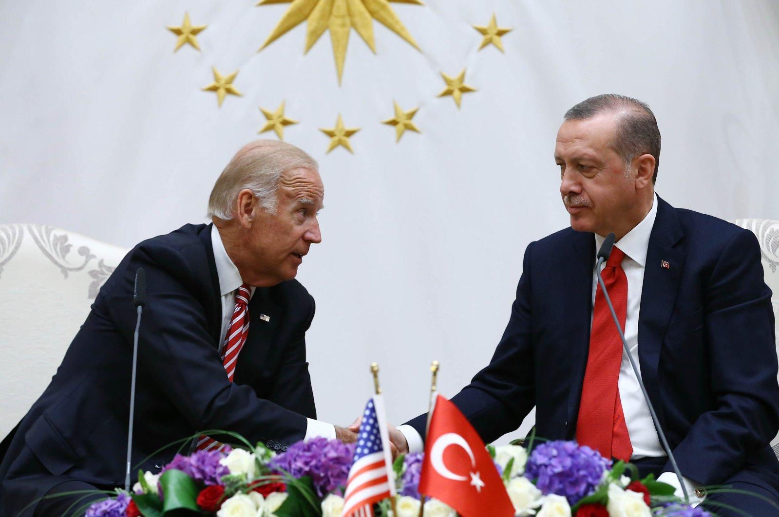 Former U.S. Vice President Joe Biden (L) talks with President Recep Tayyip Erdogan during a meeting in Ankara, Turkey, Aug. 24, 2016. (AP Photo)