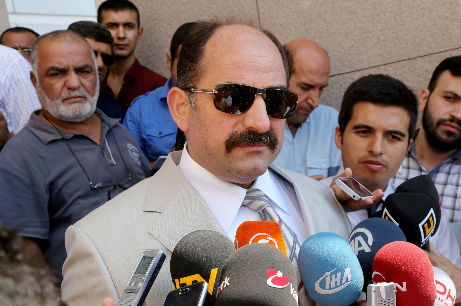 Zekeriya Öz, a former prosecutor wanted for his links to the Gülenist Terror Group (FETÖ), speaks to reporters outside a courthouse in Istanbul, Turkey, Aug. 6, 2014. (AA Photo)