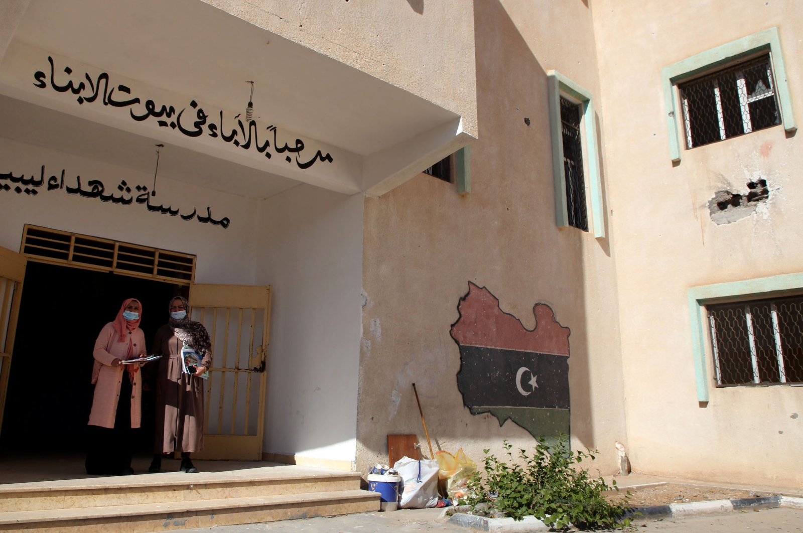 Libyan volunteers take part in an operation championed by parents and teachers to renovate the Martyrs' School, which was damaged during fighting between rival factions, in the capital Tripoli's suburb of Ain Zara, Libya, Nov. 19, 2020. (AFP Photo)