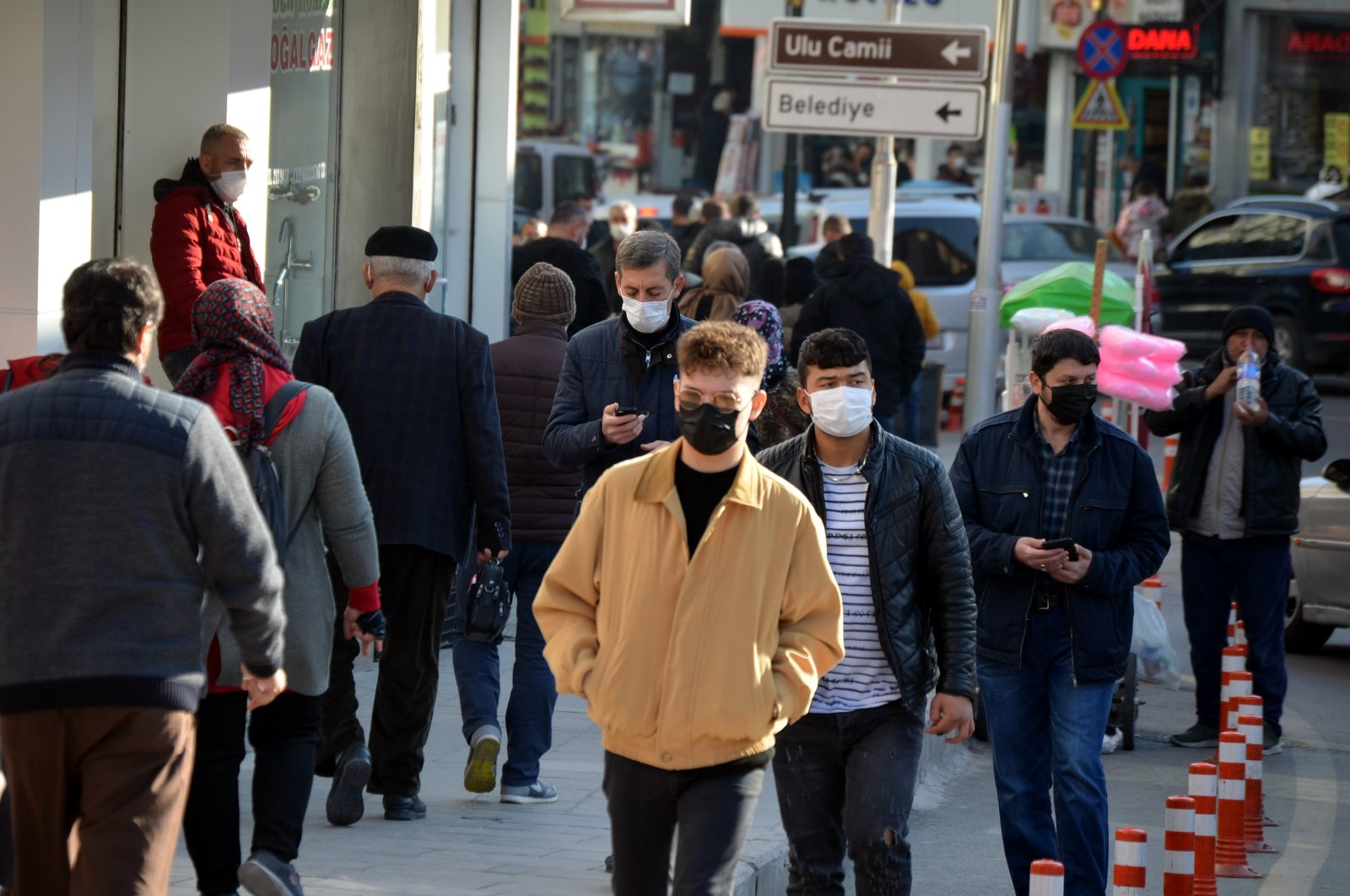People on the streets in a central Anatolian province on Nov. 27, 2020 (AA Photo)