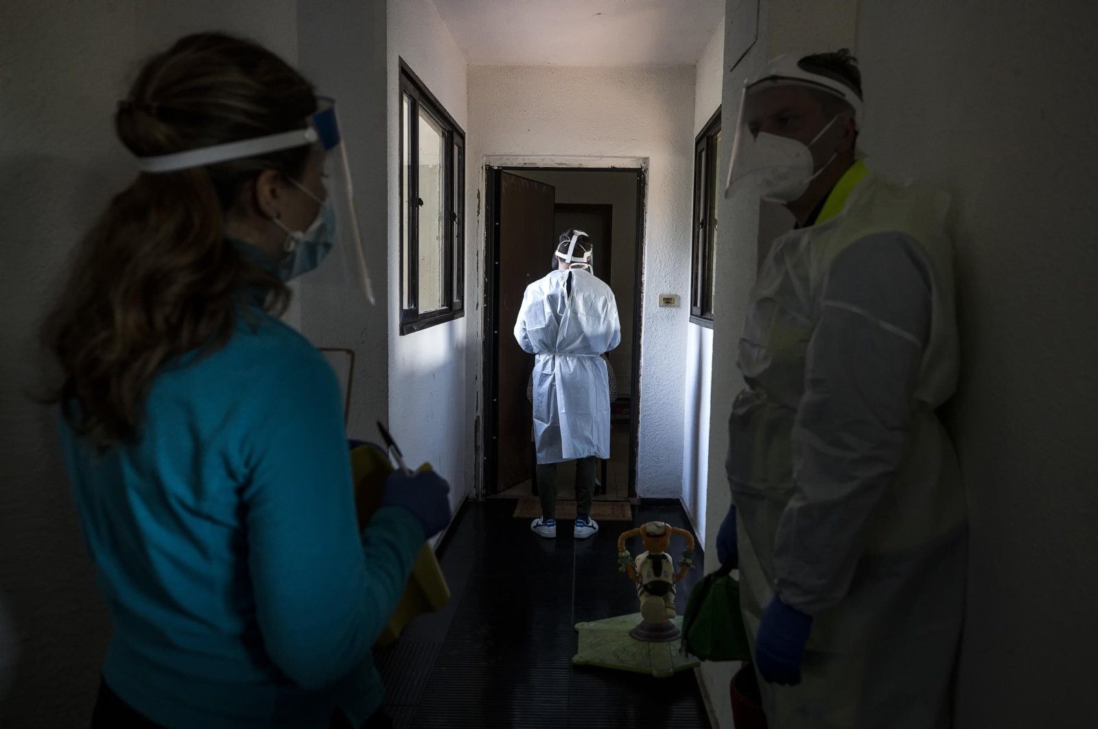 Doctors and nurses of the Special Continuity of Regional Assistance Unit (USCA) in collaboration with ARES 118 perform assistance and COVID-19 testing at home during the coronavirus pandemic emergency in Rome, Italy, Nov 17, 2020. (EPA Photo)