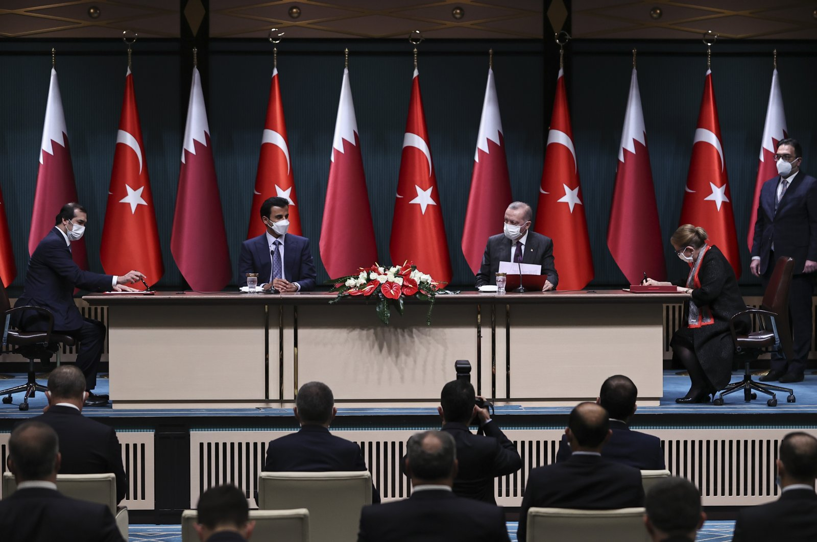 A MoU was signed by Turkey's Trade Minister Ruhsar Pekcan (R) and Qatari Trade and Industry Minister Ali Bin Ahmed Al Kuwari (L) during the meeting chaired by President Recep Tayyip Erdoğan (center R) and Qatari Emir Sheikh Tamim bin Hamad Al Thani (center L), Ankara, Turkey, Nov. 26, 2020. (AA Photo)