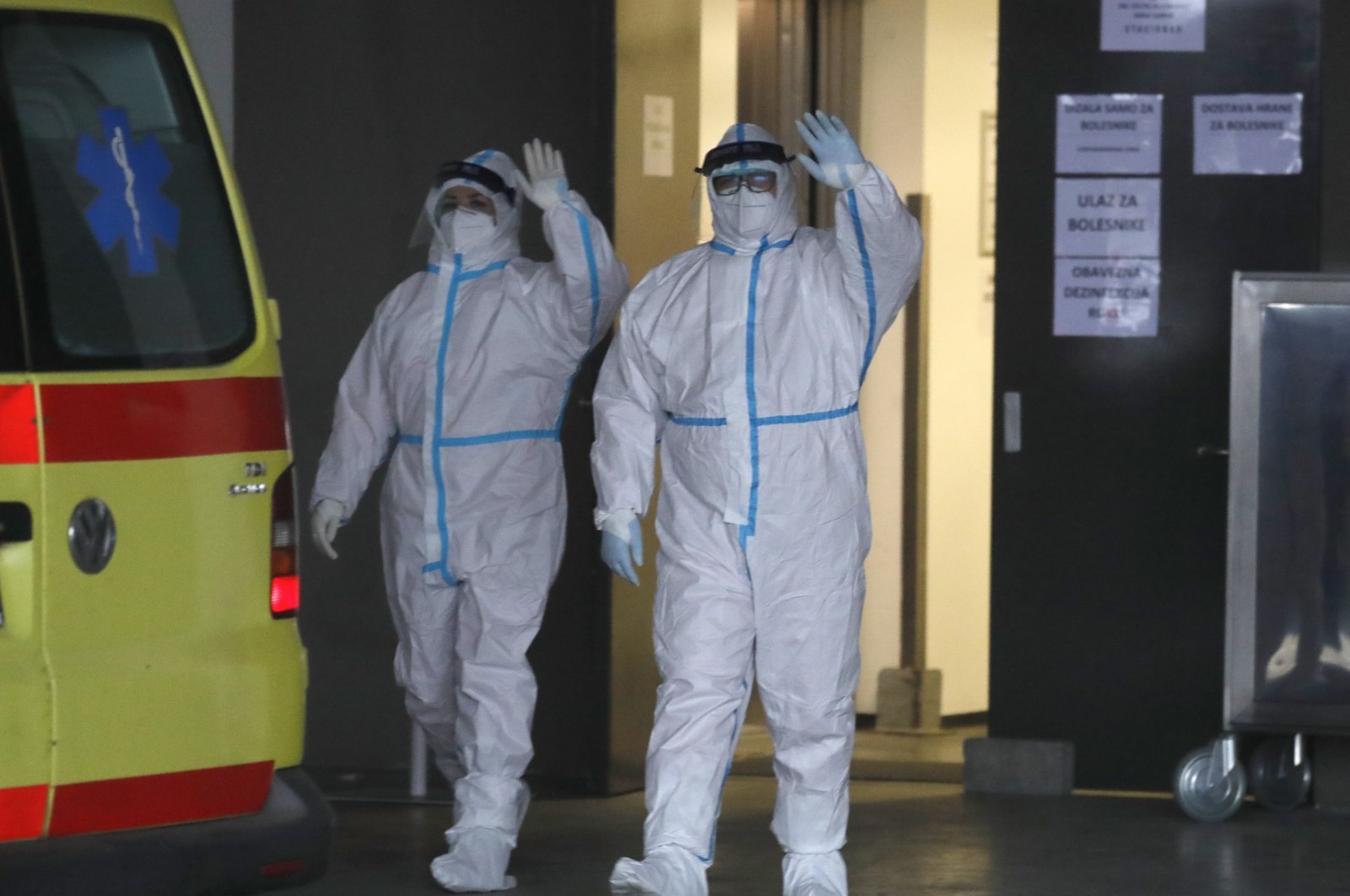 Epidemiologists together with the first patients arrive at a temporary COVID-19 hospital at the Sports and Concert Hall Arena Zagreb in capital Zagreb, Croatia, Nov. 28, 2020. (EPA Photo)