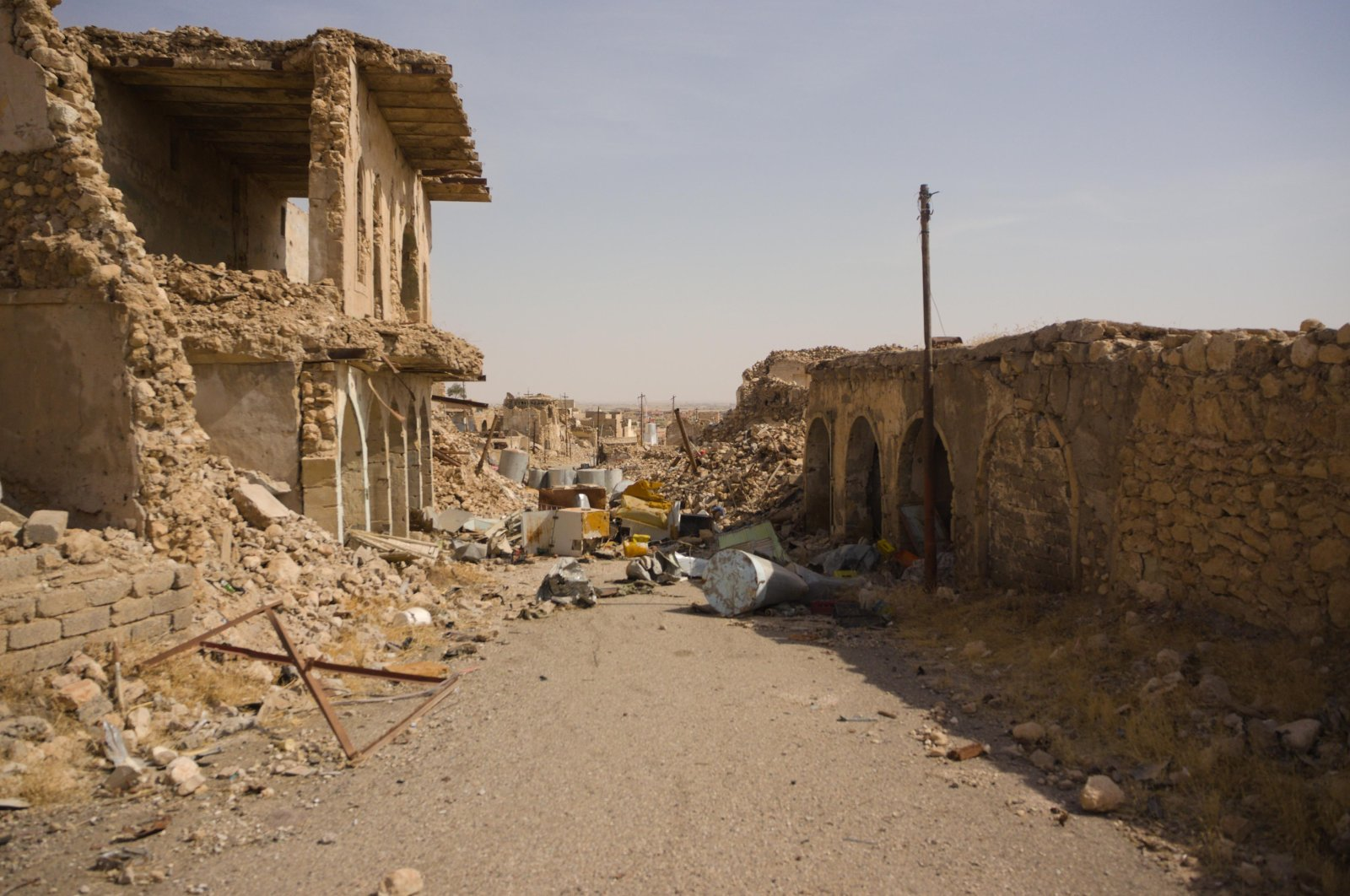 Streets destroyed in the fight against Daesh in northern Iraq's Sinjar are seen, Oct. 23, 2018. (Photo by Shutterstock)