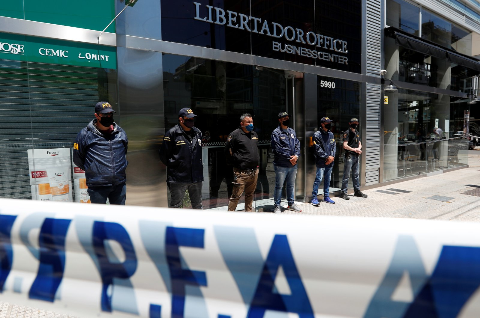 Police officers stand guard outside the building where Leopoldo Luque, the personal doctor of late Argentine soccer legend Diego Armando Maradona, has his office in Buenos Aires, Argentina November 29, 2020. (Reuters Photo)