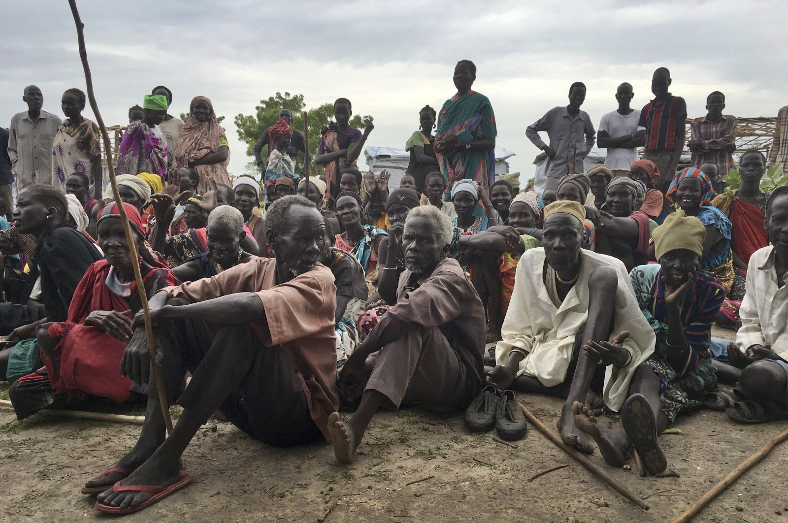Displaced South Sudanese gather during a visit of UNCHR High Commissioner Filippo Grandi to a new site for displaced people outside of the U.N. protected camp, in Bentiu, South Sudan, June 18, 2017. (AP Photo)