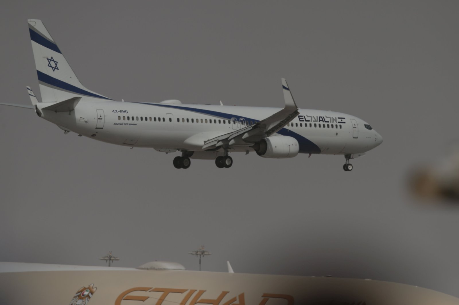 The Israeli flag carrier El Al's airliner carrying Israeli and U.S. delegates approaches to land at Abu Dhabi International Airport, in Abu Dhabi, United Arab Emirates August 31, 2020. (Reuters File Photo)
