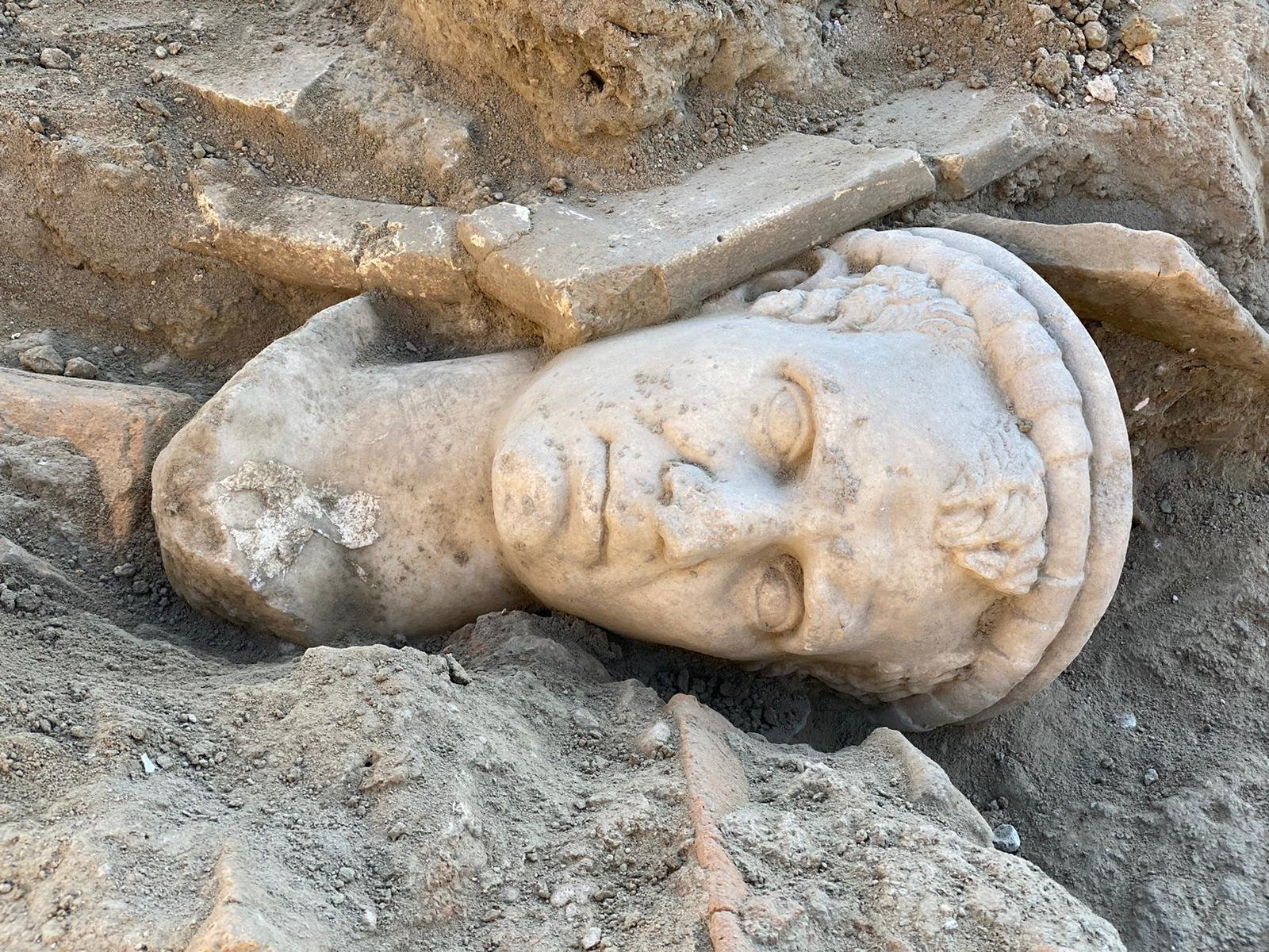 The head statue lies where it was discovered in the ancient city of Laodicea, Denizli, southwestern Turkey, Nov. 28, 2020. (AA PHOTO)