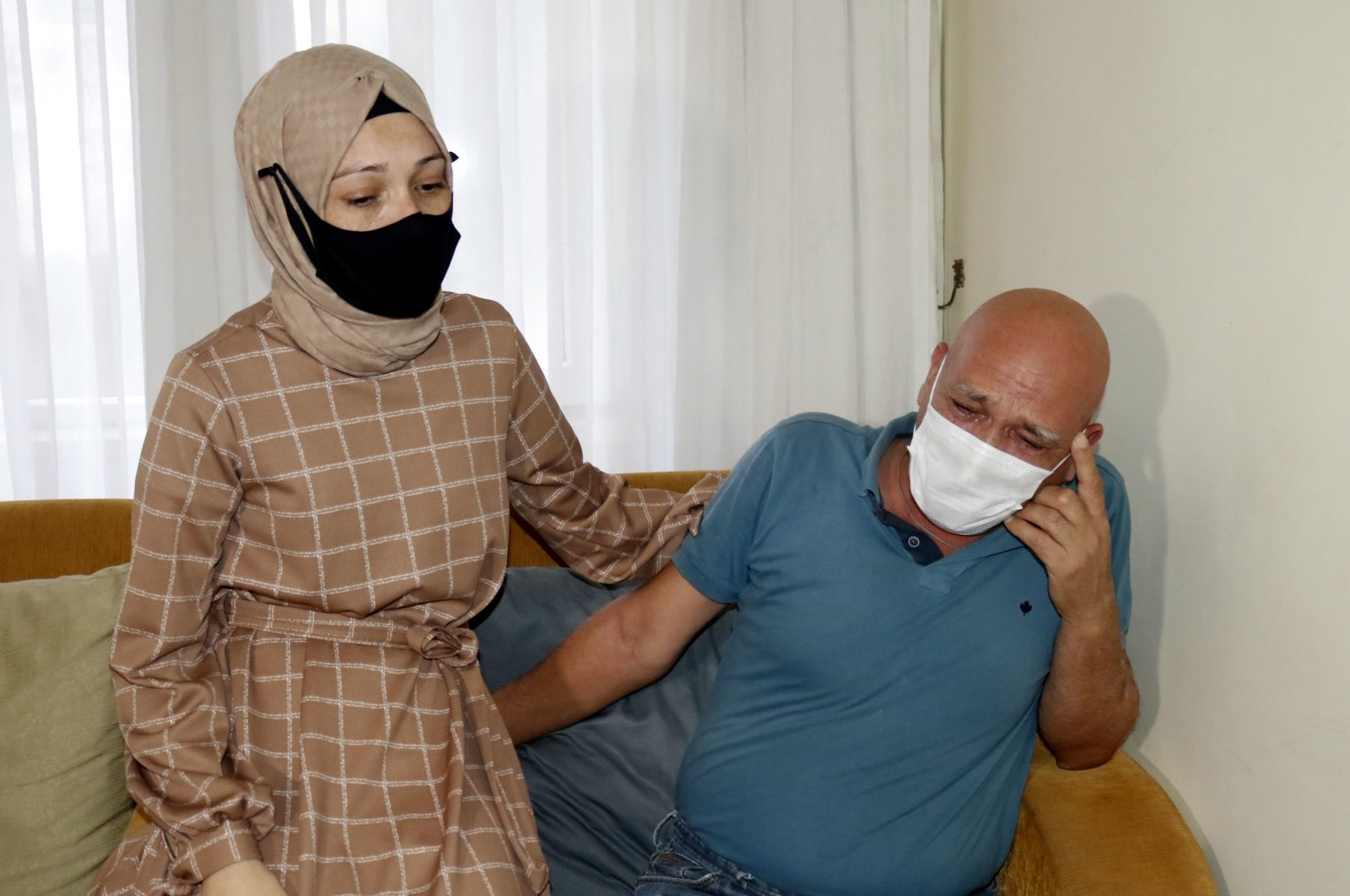 Melek Alkan with her father Metin Kabakçı who was poisoned by his son-in-law, in Antalya, southern Turkey, Dec. 1, 2020. (DHA PHOTO)