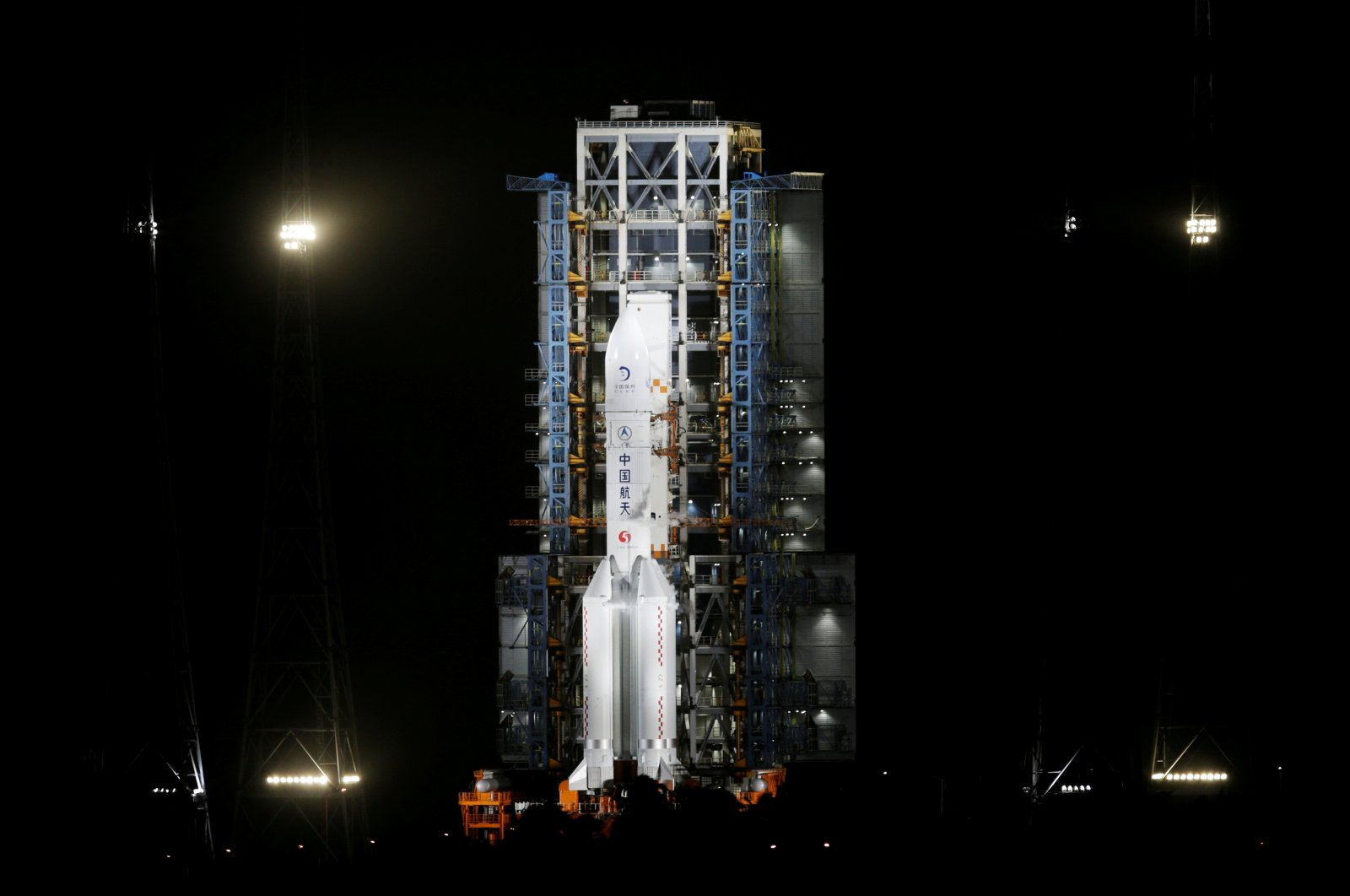 The Long March-5 Y5 rocket, carrying the Chang'e-5 lunar probe, is seen before taking off from Wenchang Space Launch Center, in Wenchang, Hainan province, China, Nov. 24, 2020. (Reuters Photo)